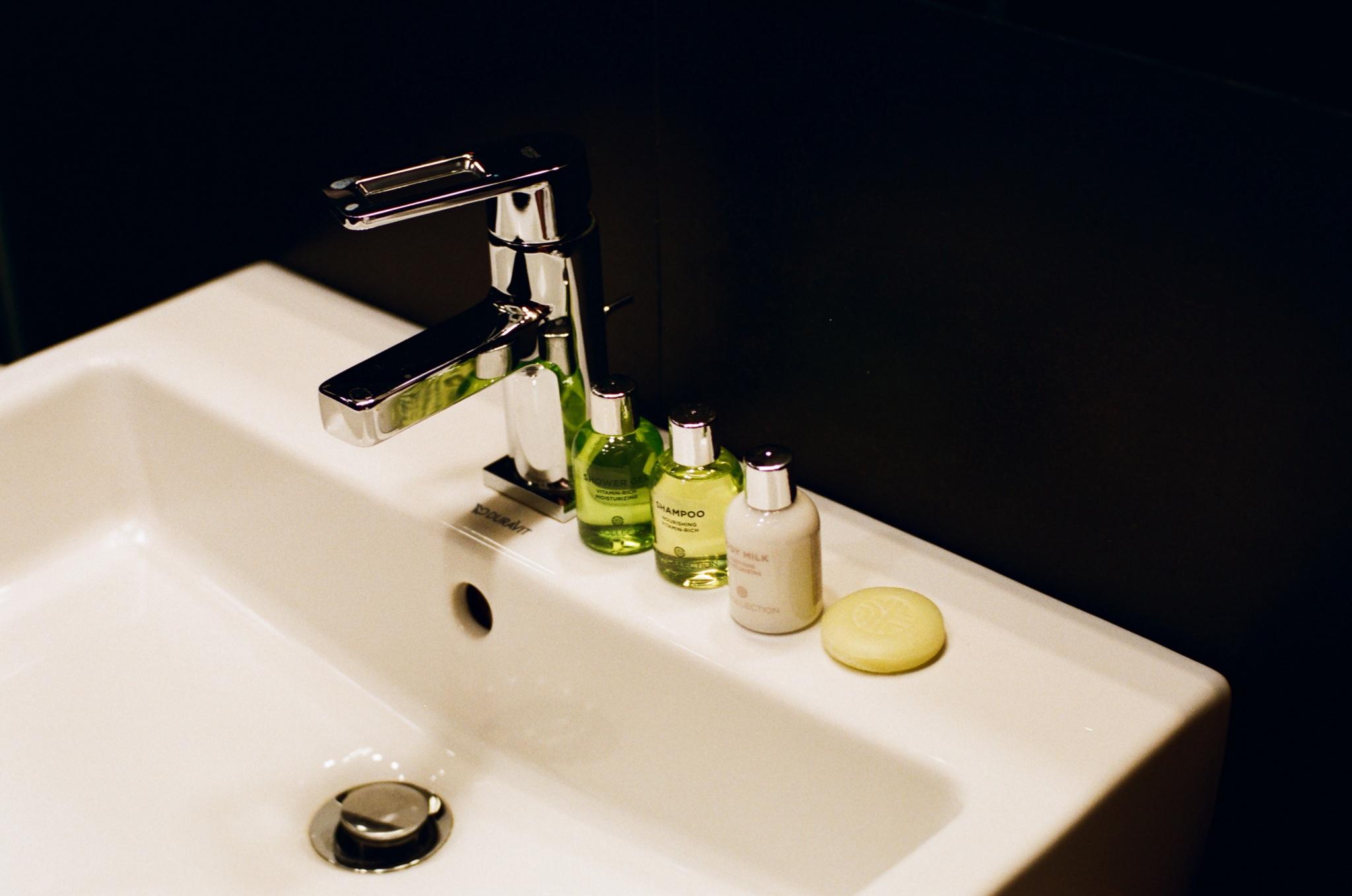 Toilet schick by Vadim Becker