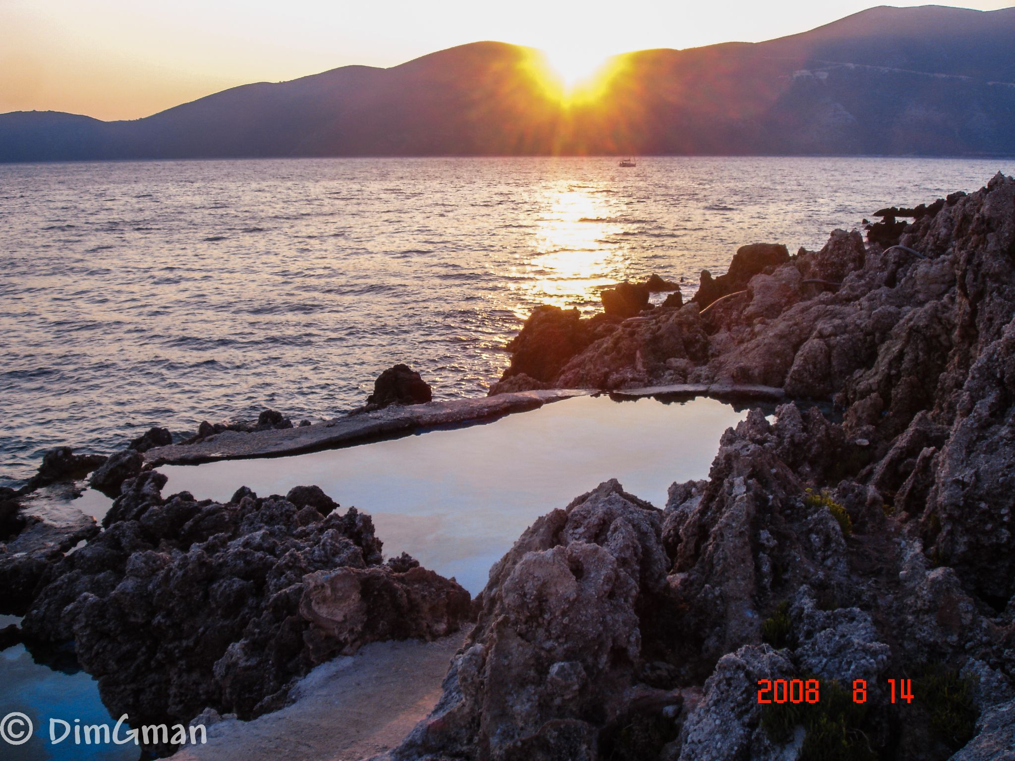 Natural pool by the sea! by Dimitris Gkoutzamanis