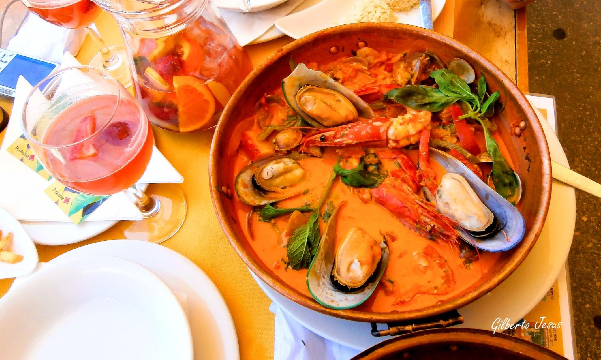 Portuguese food by Gilberto Jesus