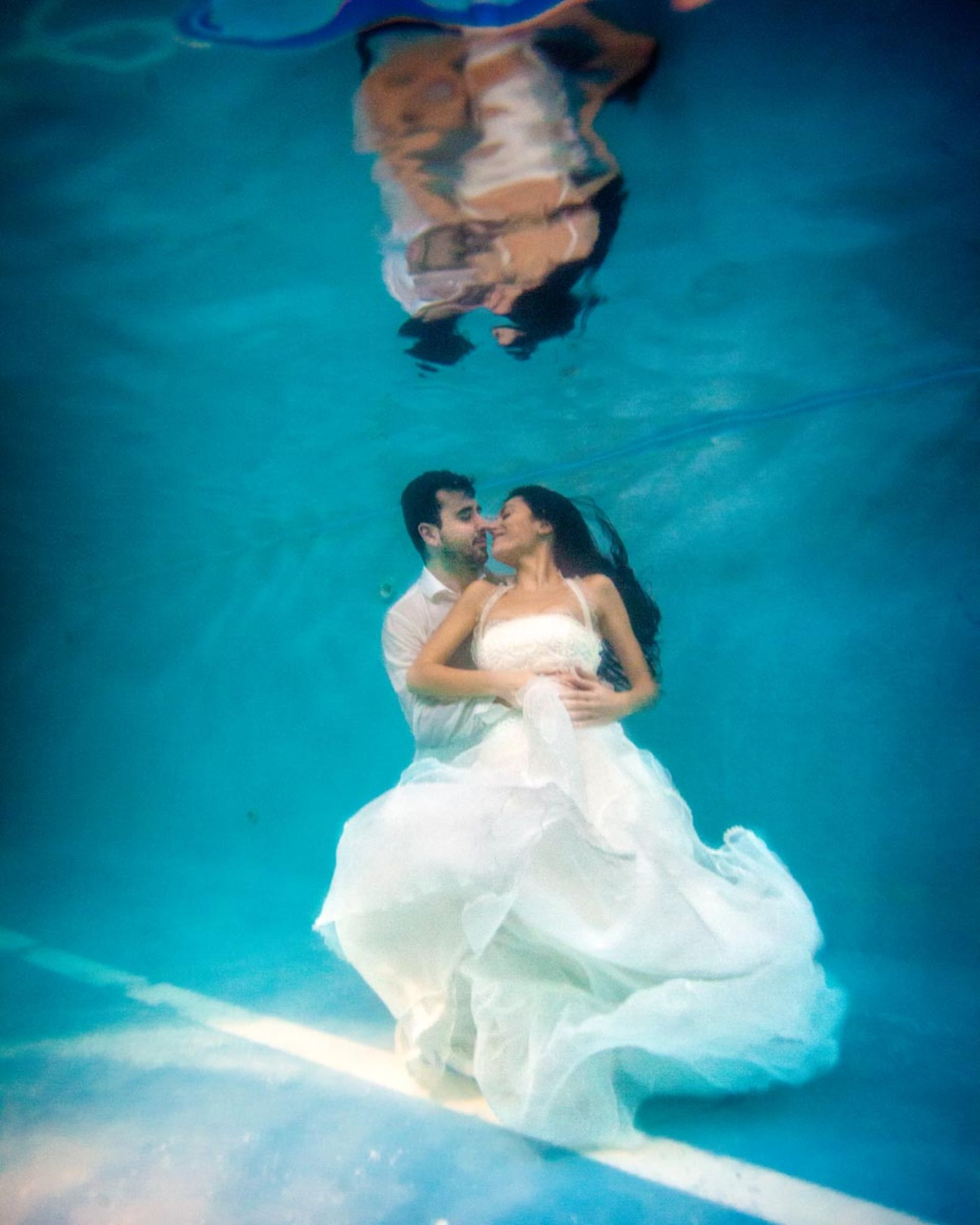 underwater wedding by ivanvazquezphotographer