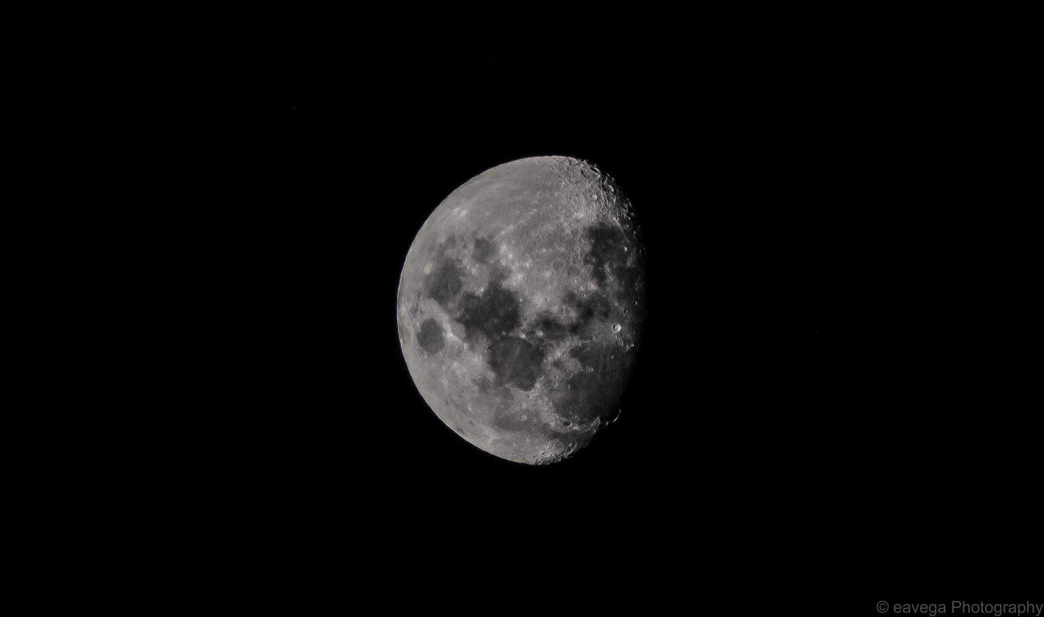 Moon. by Eduardo Vega H