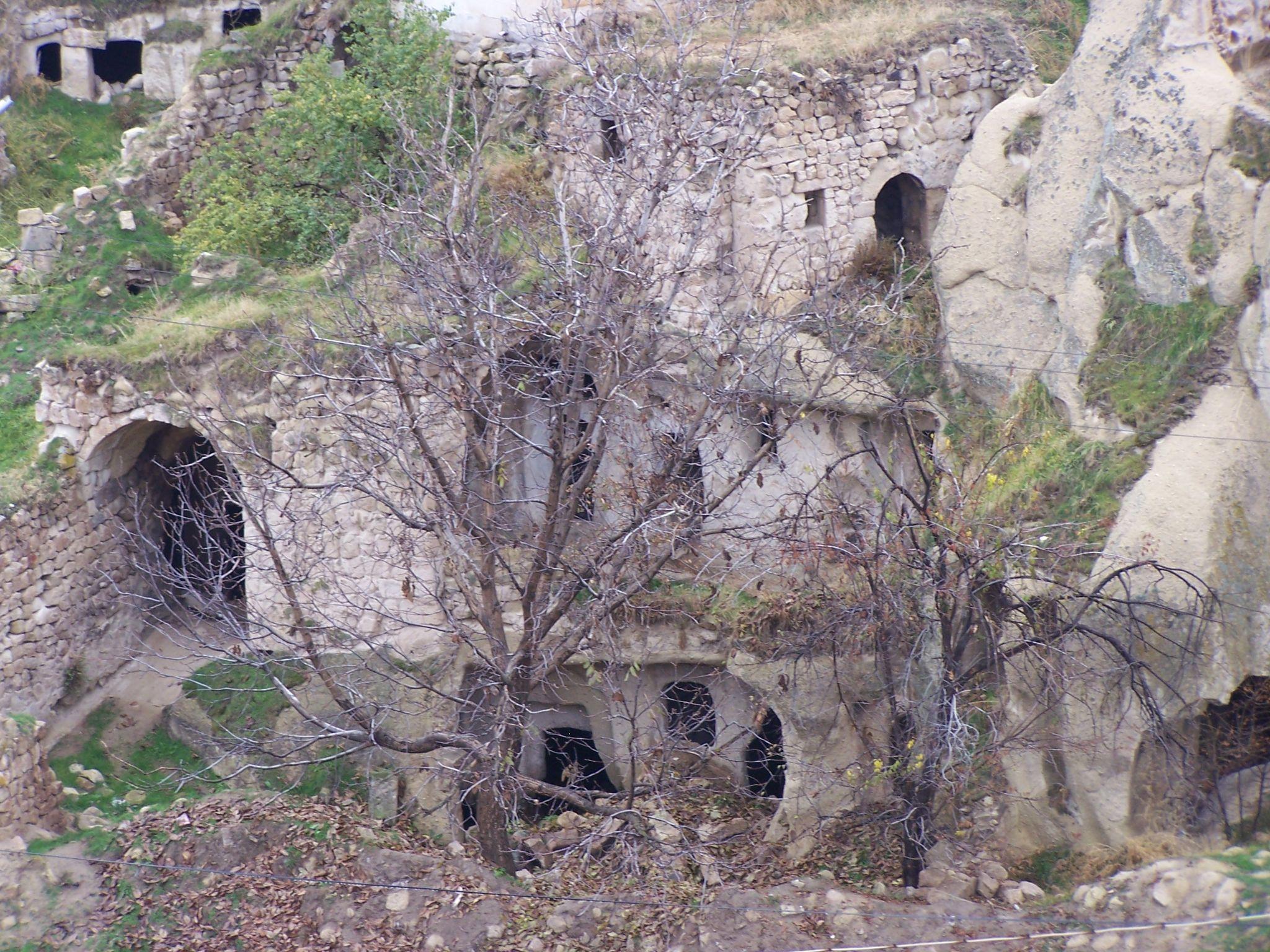 Ruins by Eduardo Vega H