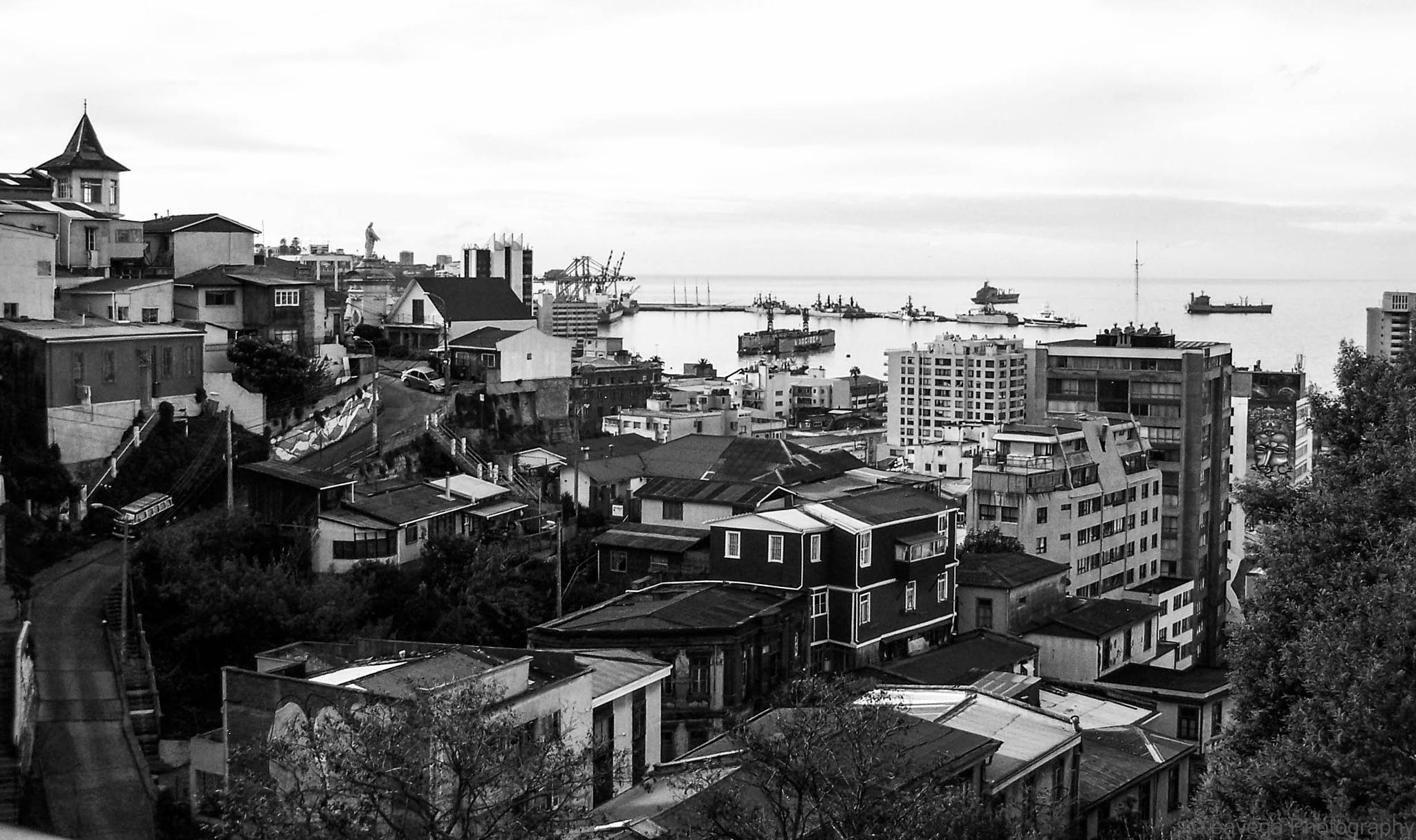Valparaiso by Eduardo Vega H