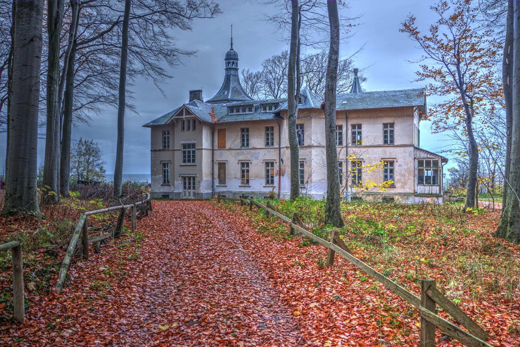 Der verlassene Ort- Heiligendamm by diplompunk