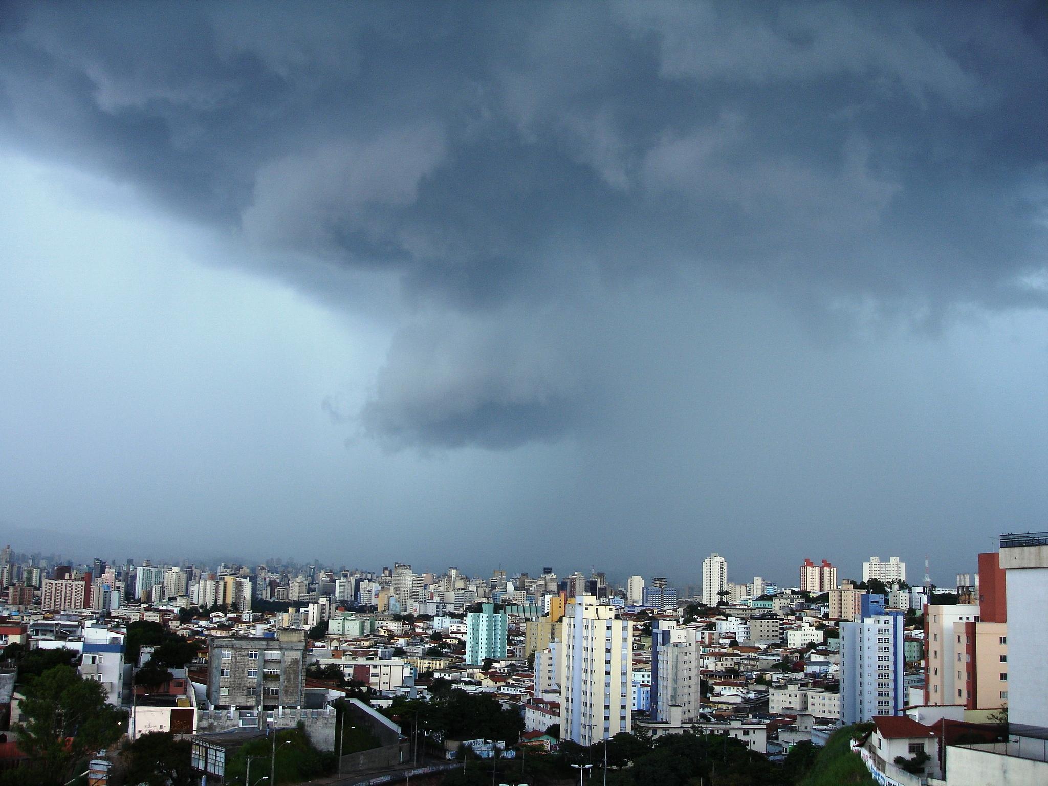 Dia de chuva by Ricardo Resende