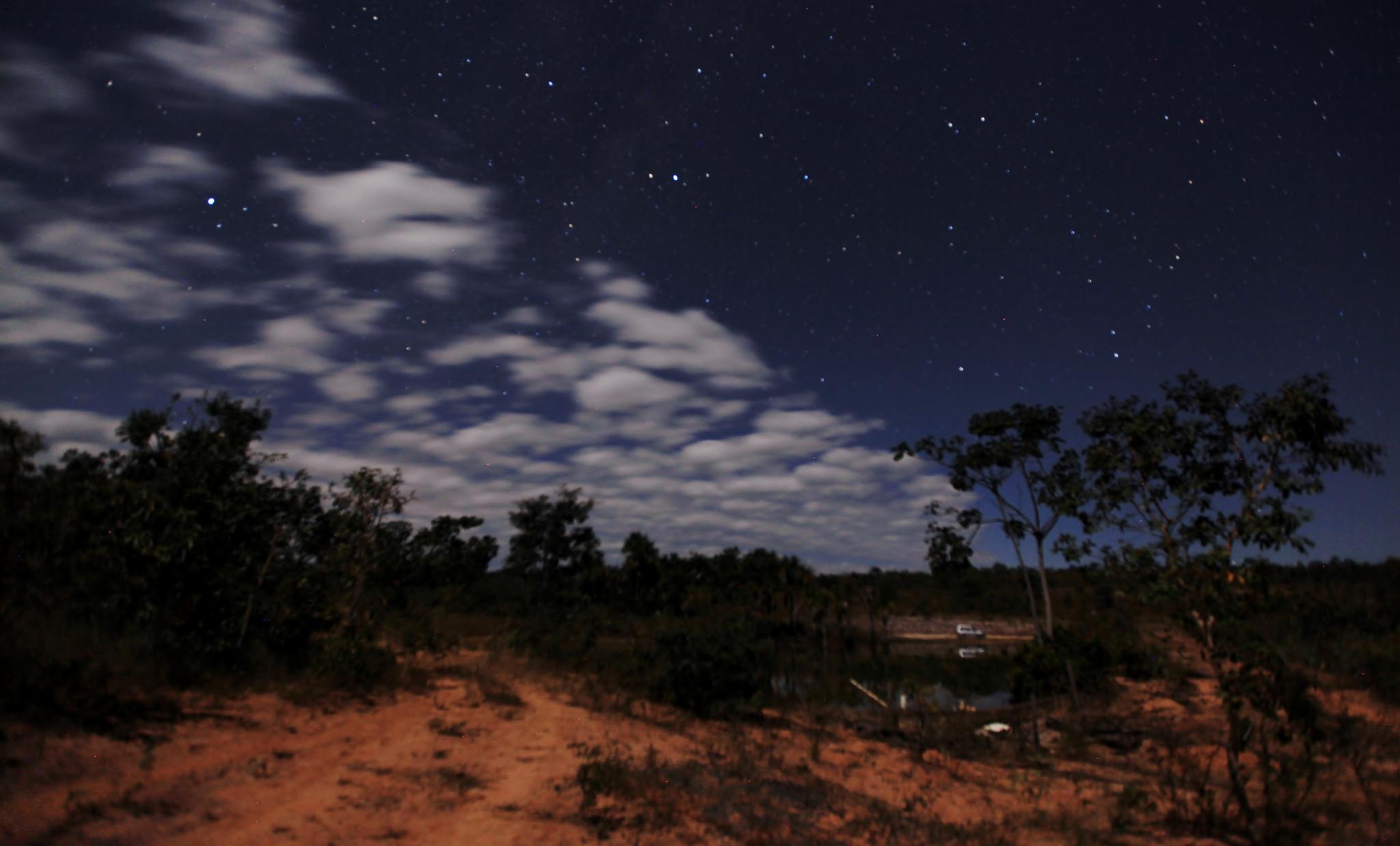 At night by Ricardo Resende