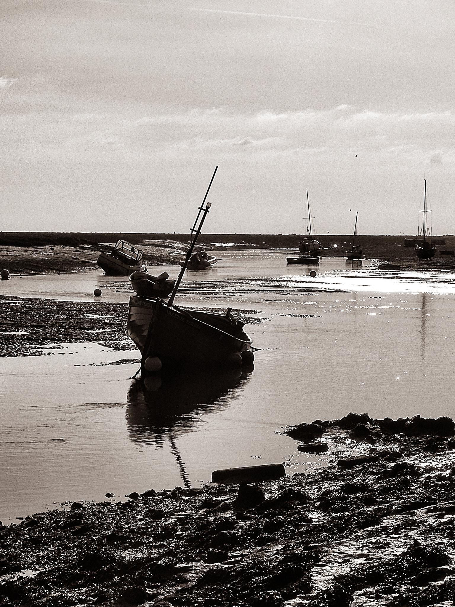 Wells Harbour by robert.newton.735