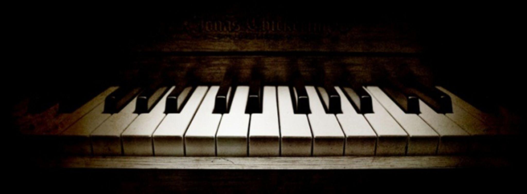 Piano by PhotographyNa.