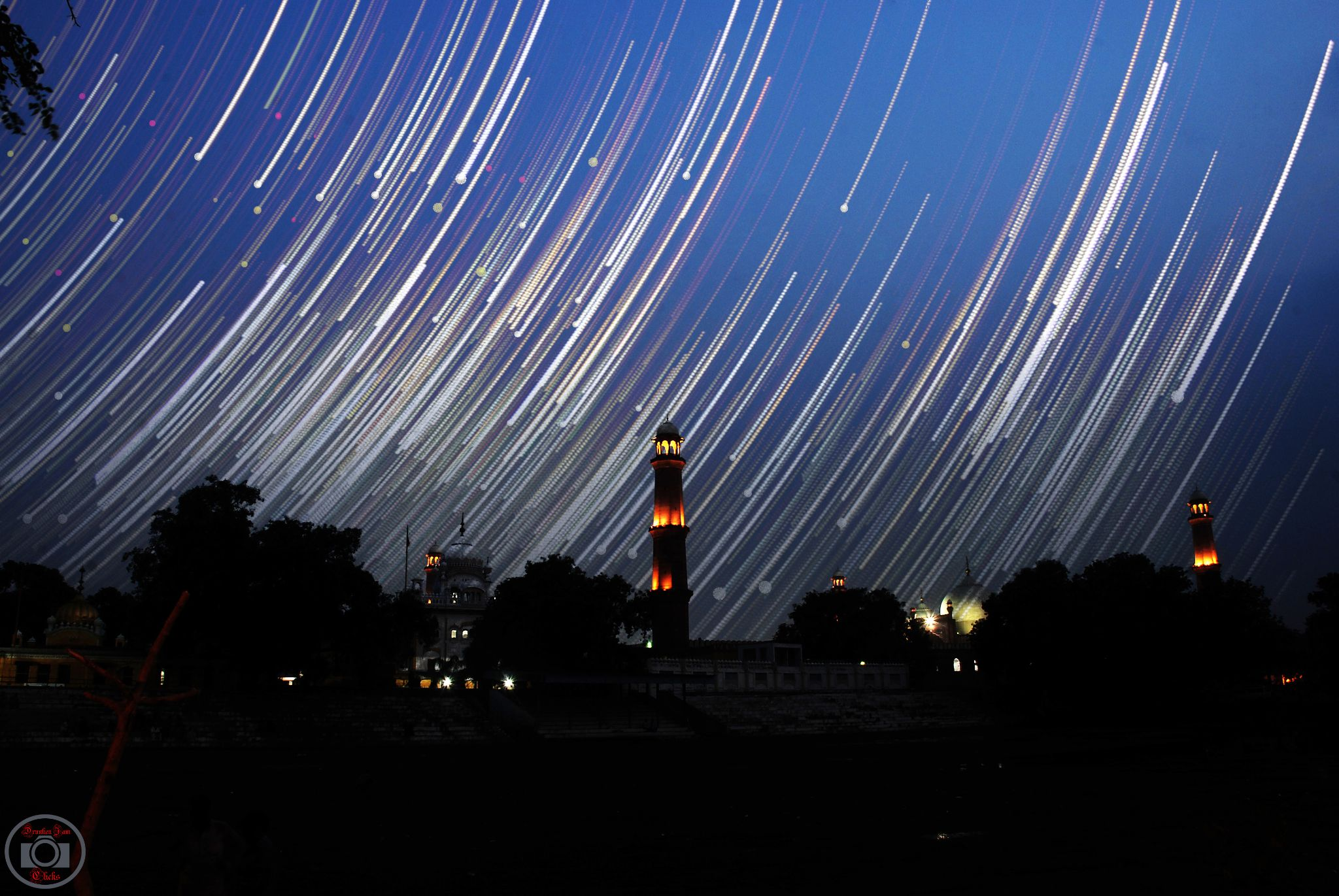 Under Night Trail of Great Masjid Of Lahore by Drunken.Jam