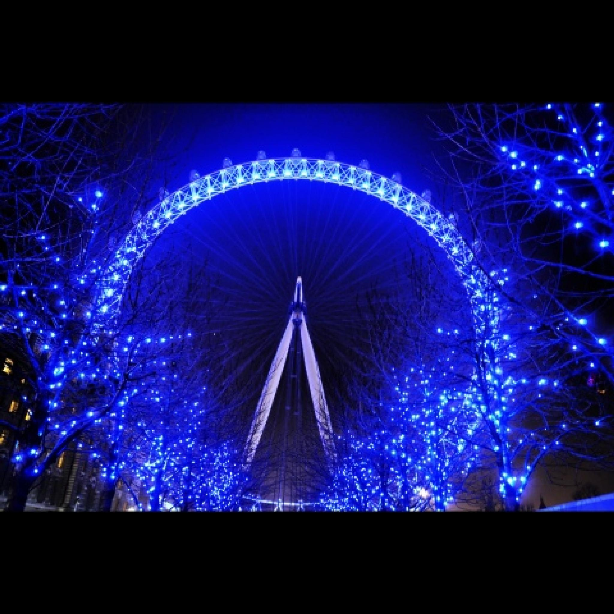 London Eye at night by Michelangelo Macanas