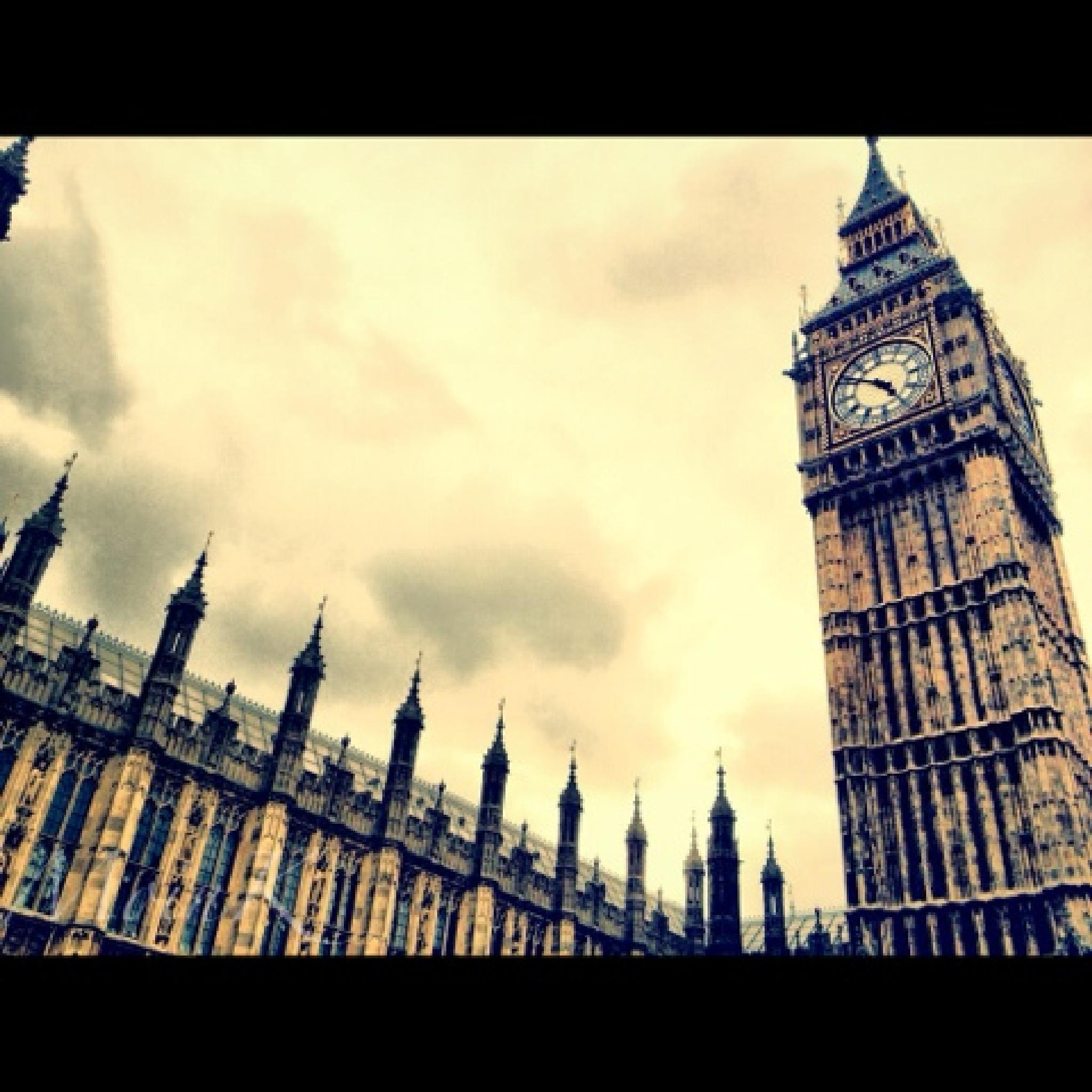 London's Big Ben by Michelangelo Macanas