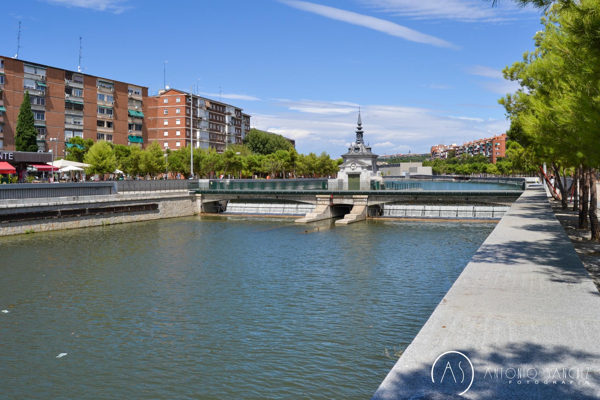 Río Manzanares en Madrid by AntonioSanchezPhoto