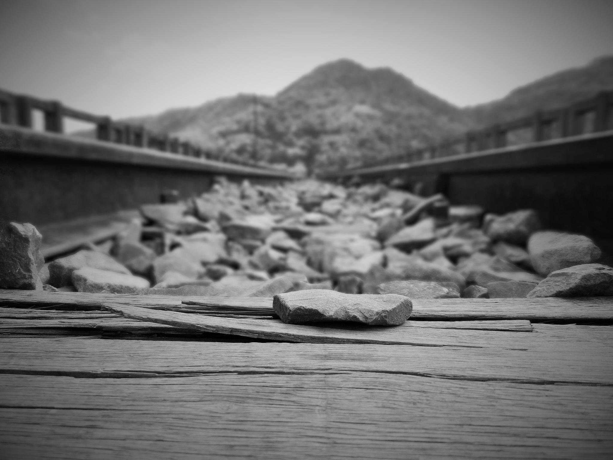 pedras pelo caminho by Maciel Panisson