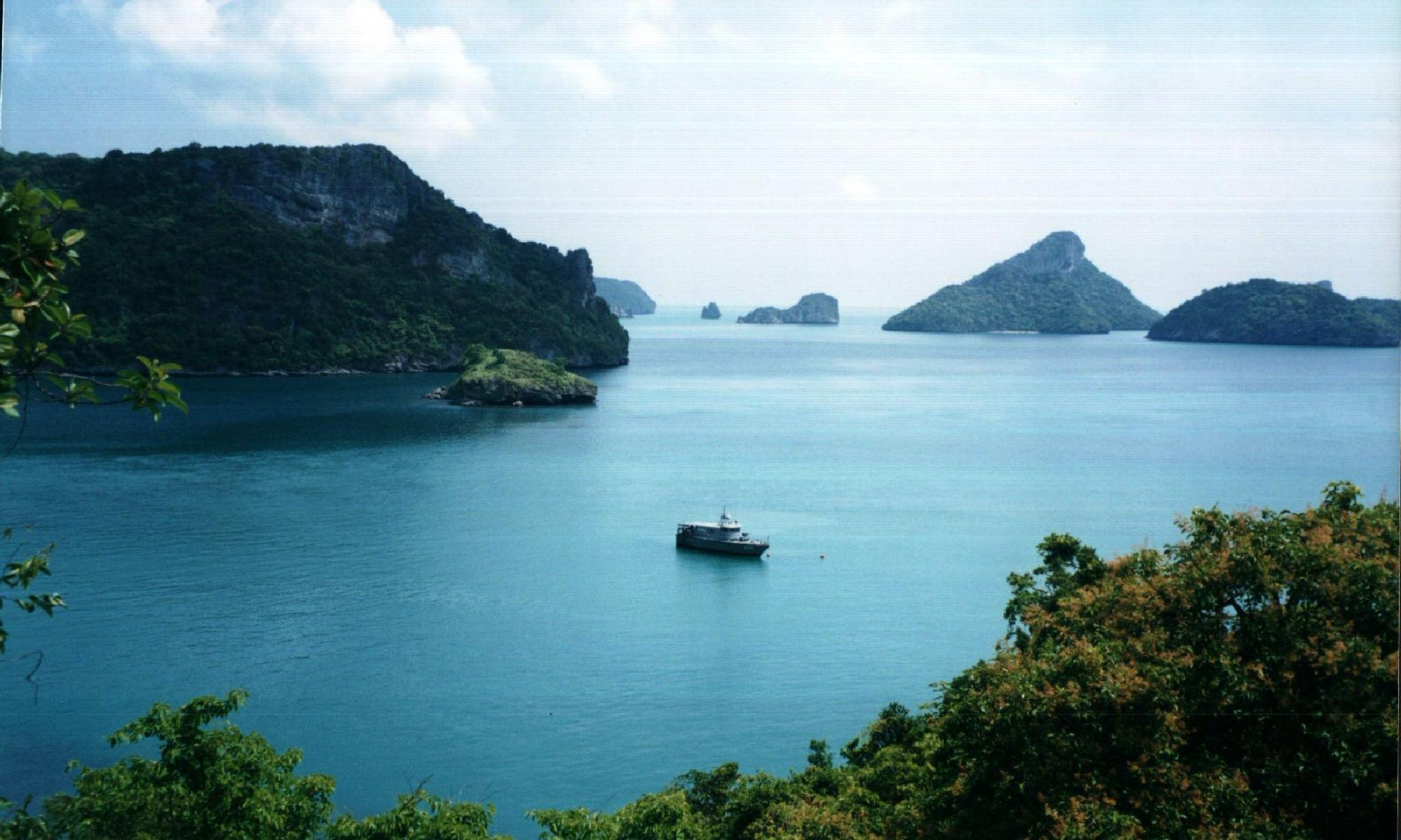 single boat in a beautiful loction in Thailand by cinzia.sawatzky