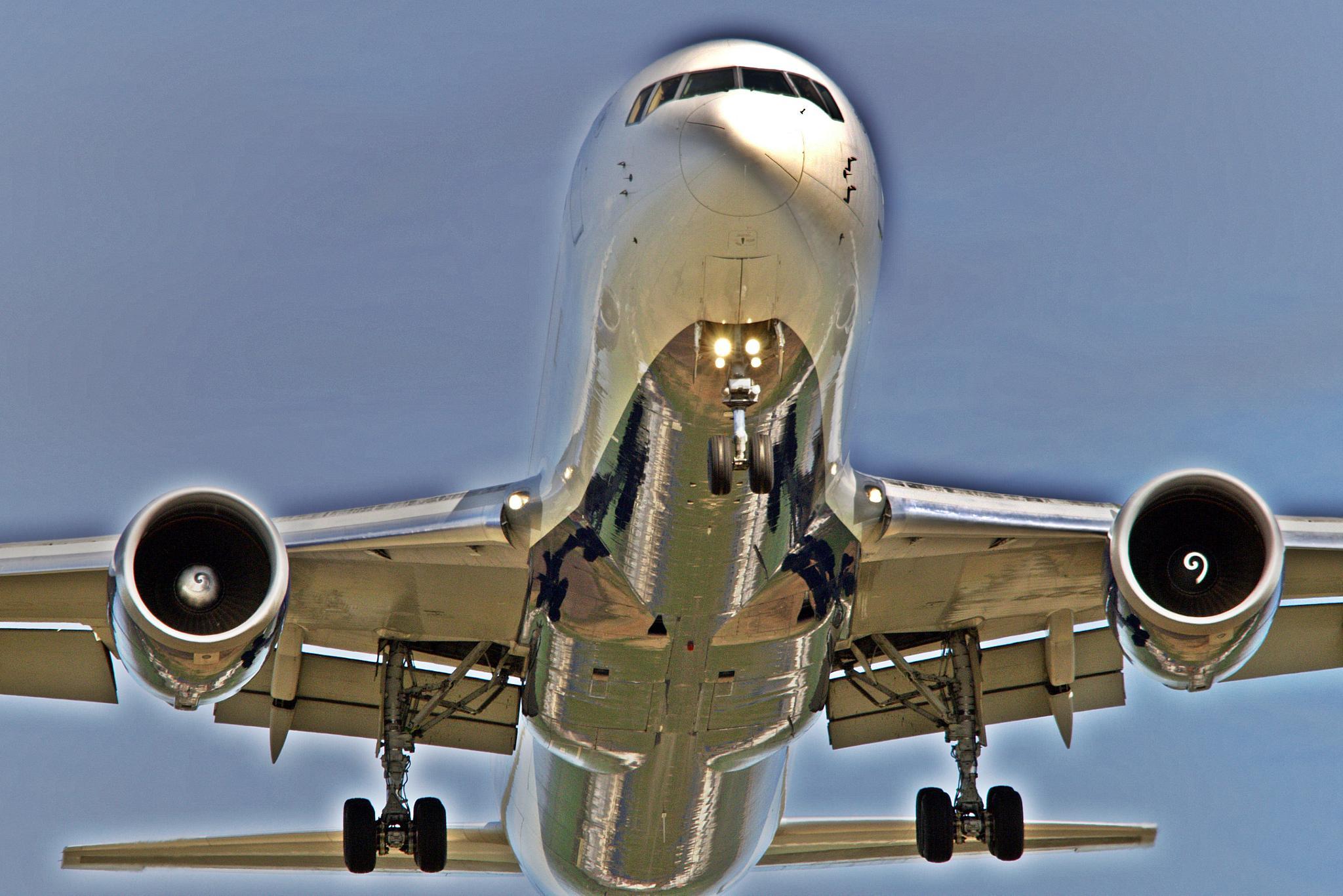 silver plane by henkschneider