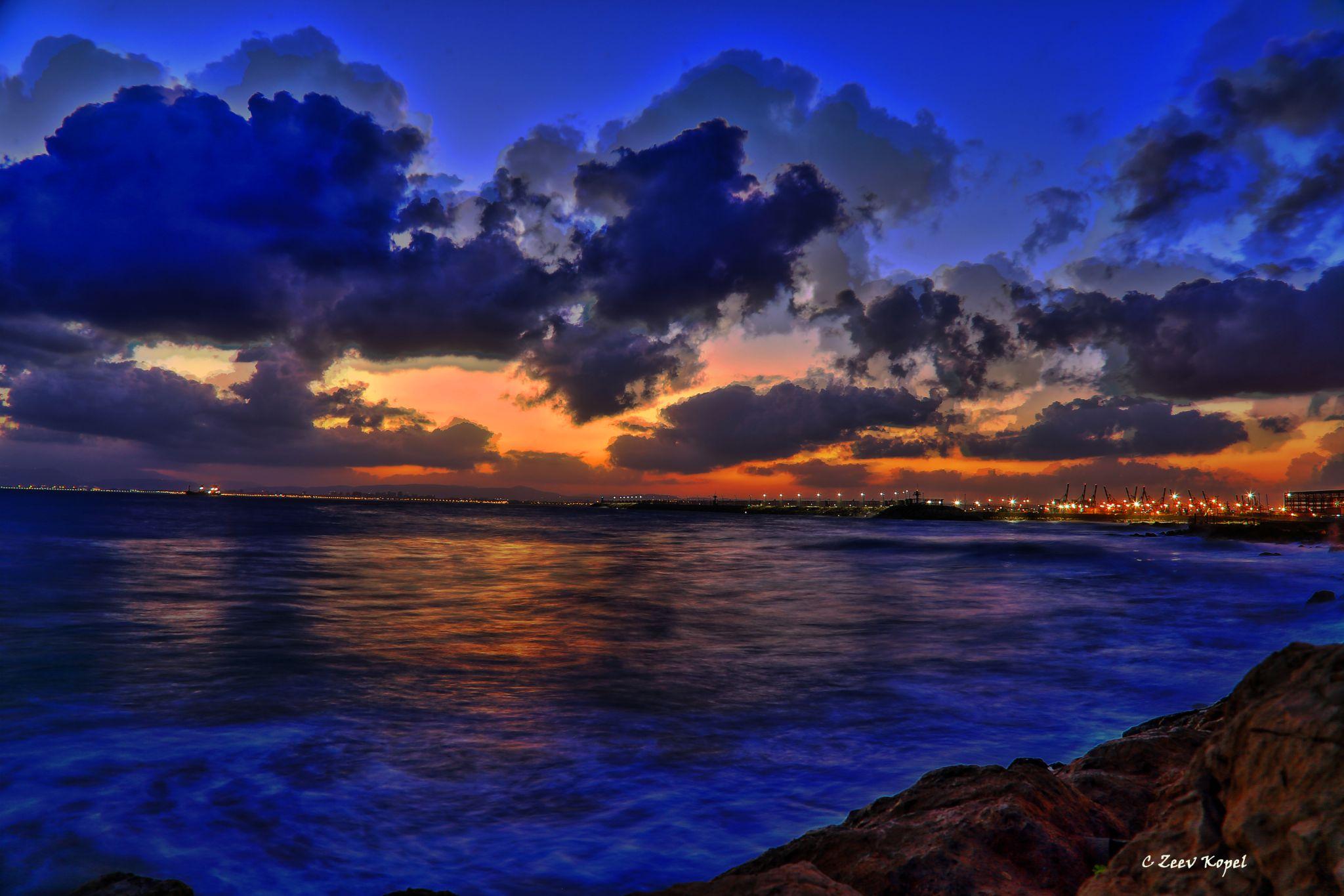 Haifa beach before sunrise-HDR by zfkopel