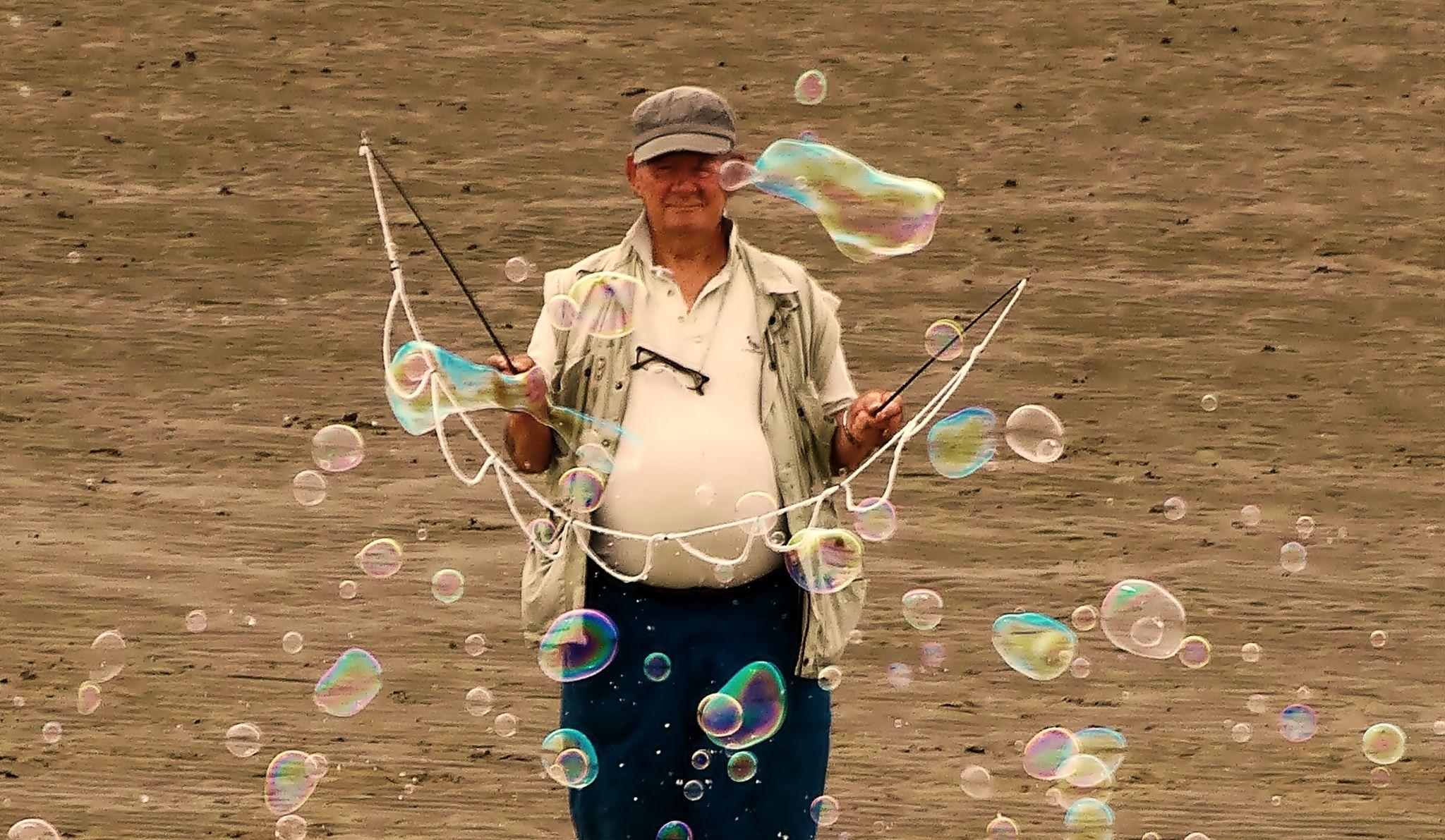 bubbles by Kamil Gaweł