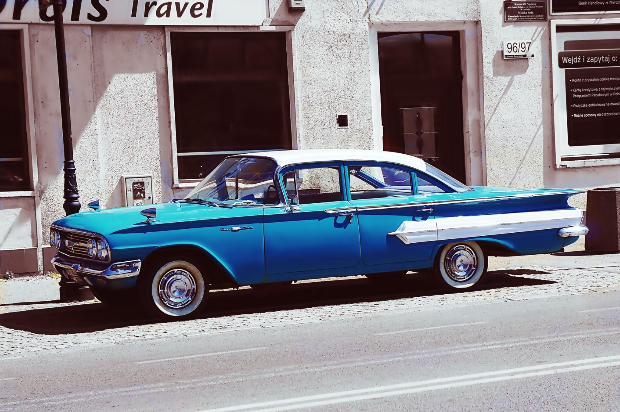 blue car by Kamil Gaweł