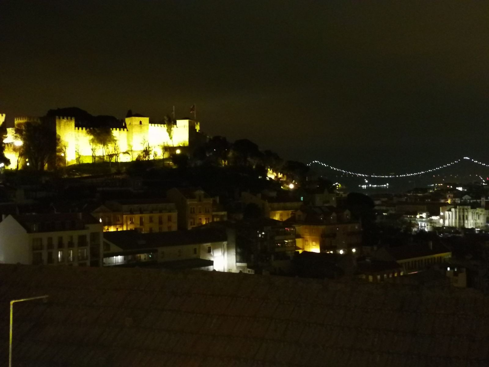 Lisbon by night by Pedro