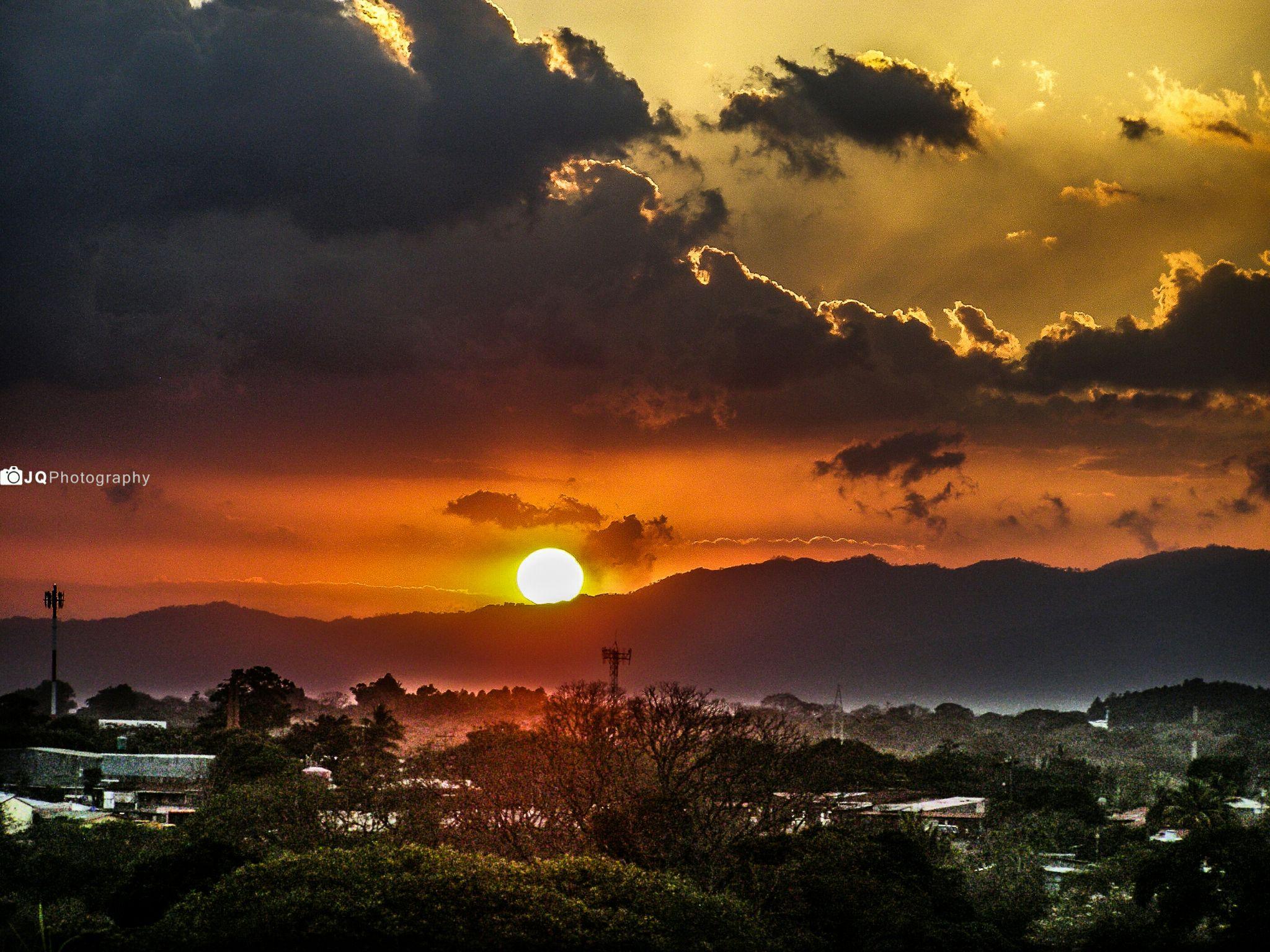 sun sets by JEREMYQV