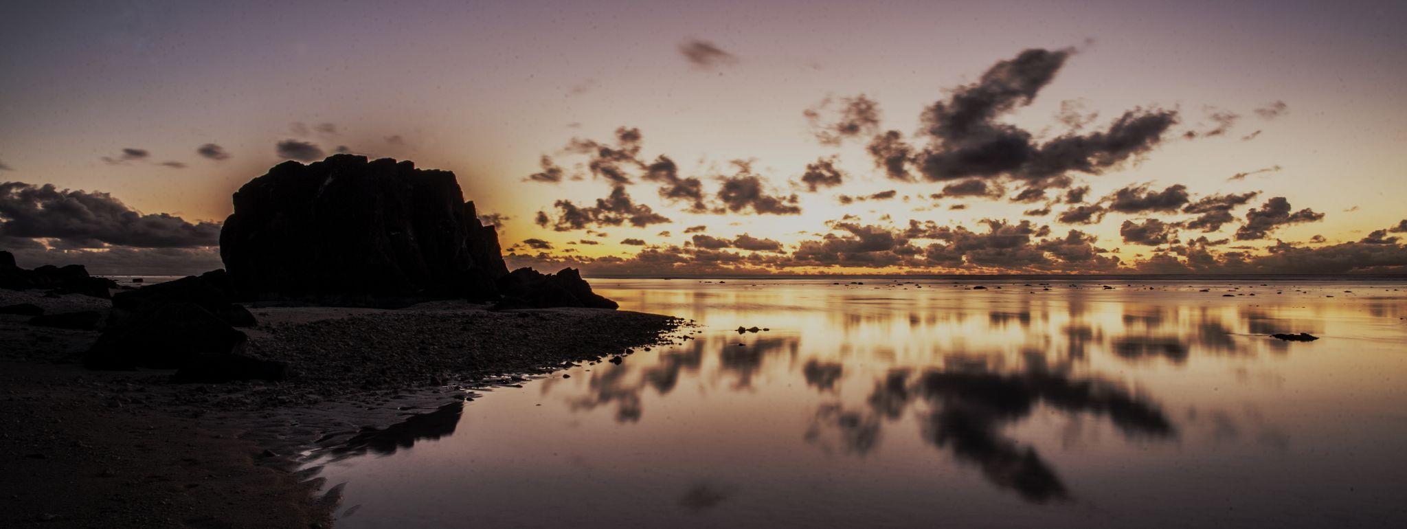 Arorangi beach, Cook islands by Matej Kmet