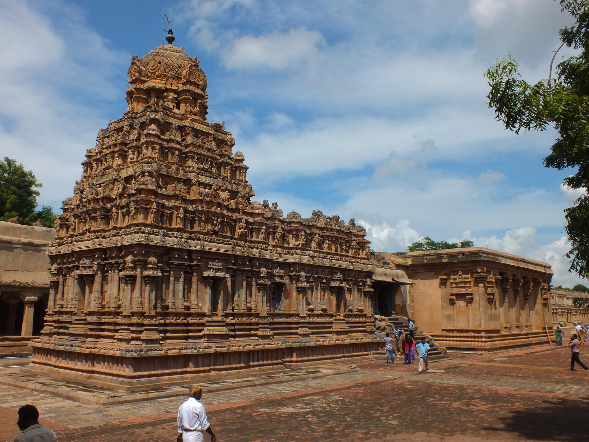 Tanjavur temple by Mainak Adak