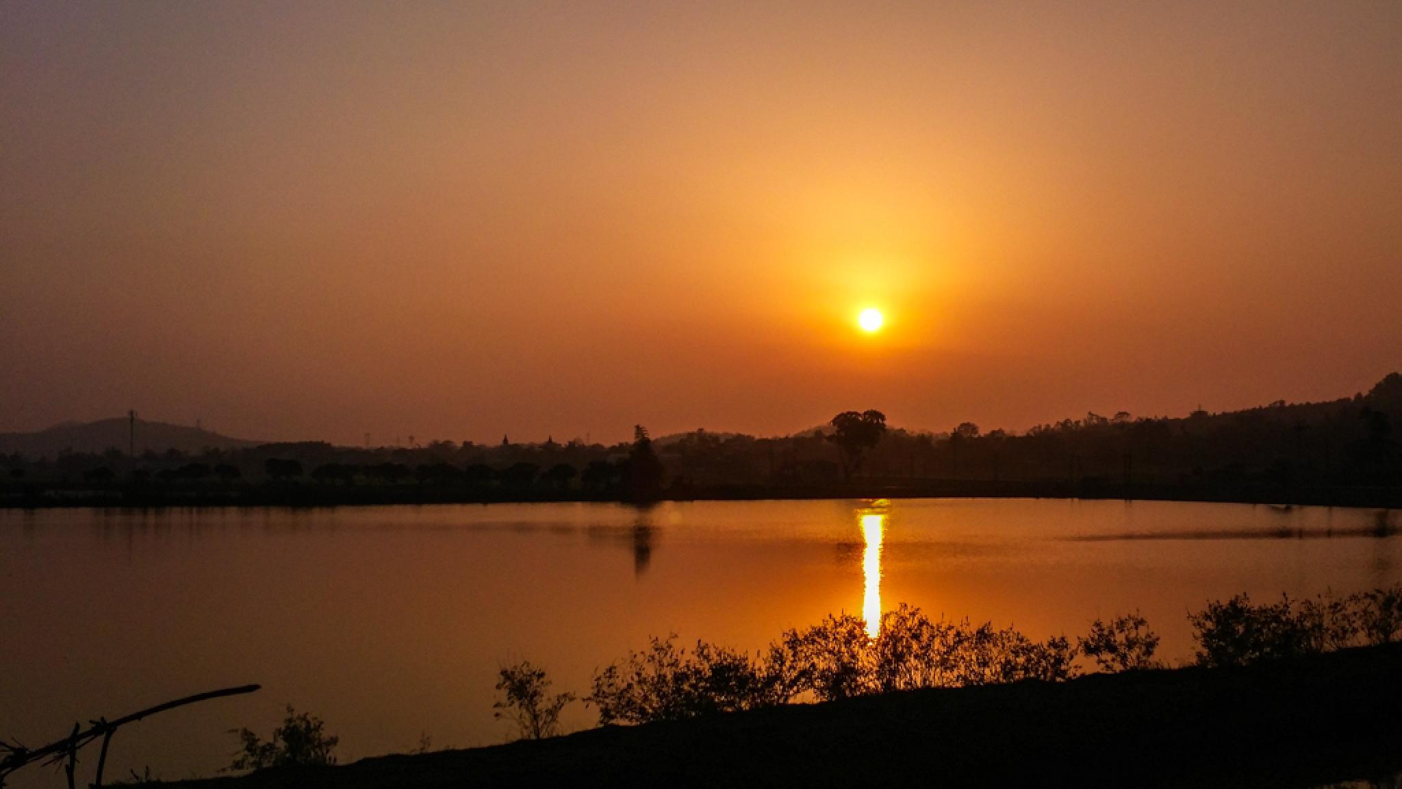 Sunset on the  lake by Bi Tabu
