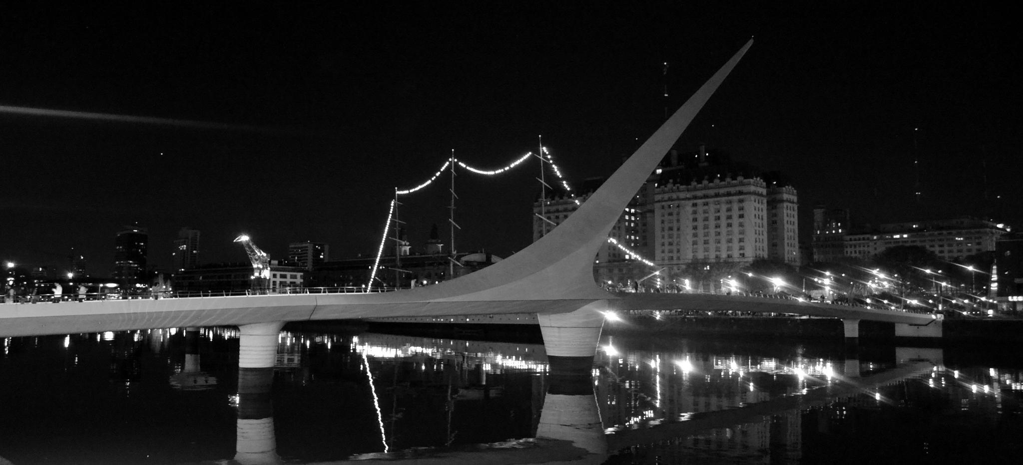 puente de la mujer  by charlie