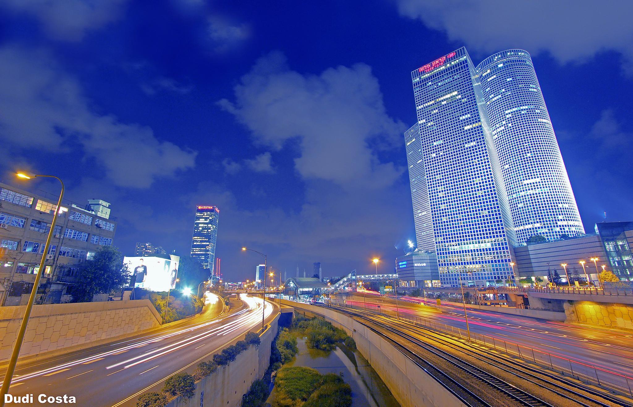 Azrieli Building (israel Tel Aviv) by Dudi Costa