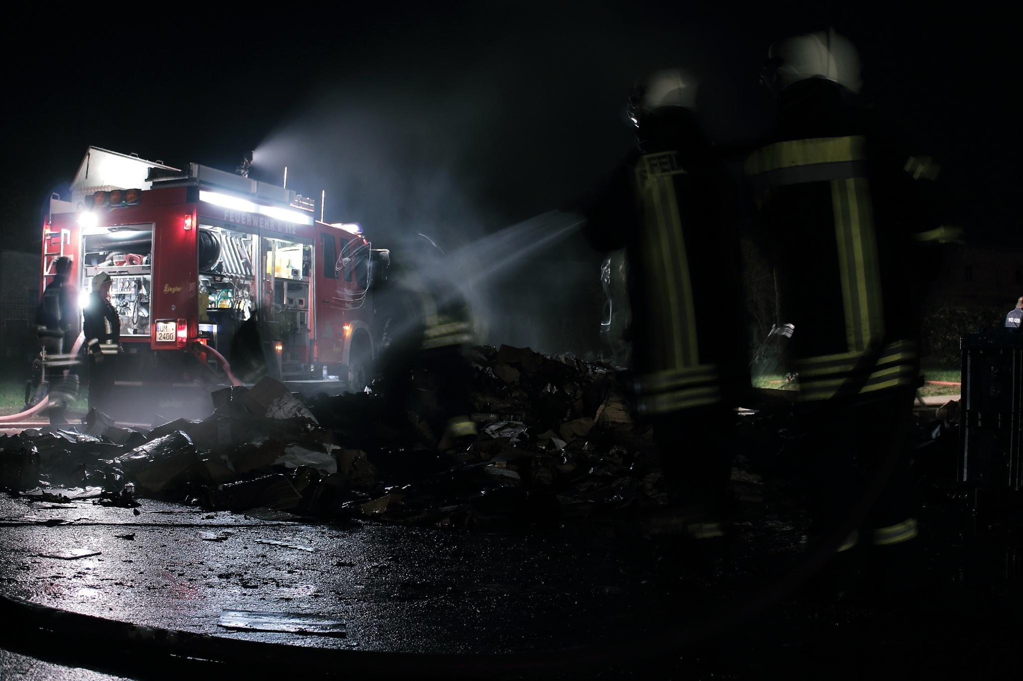 building fire by Sebastian Kamp