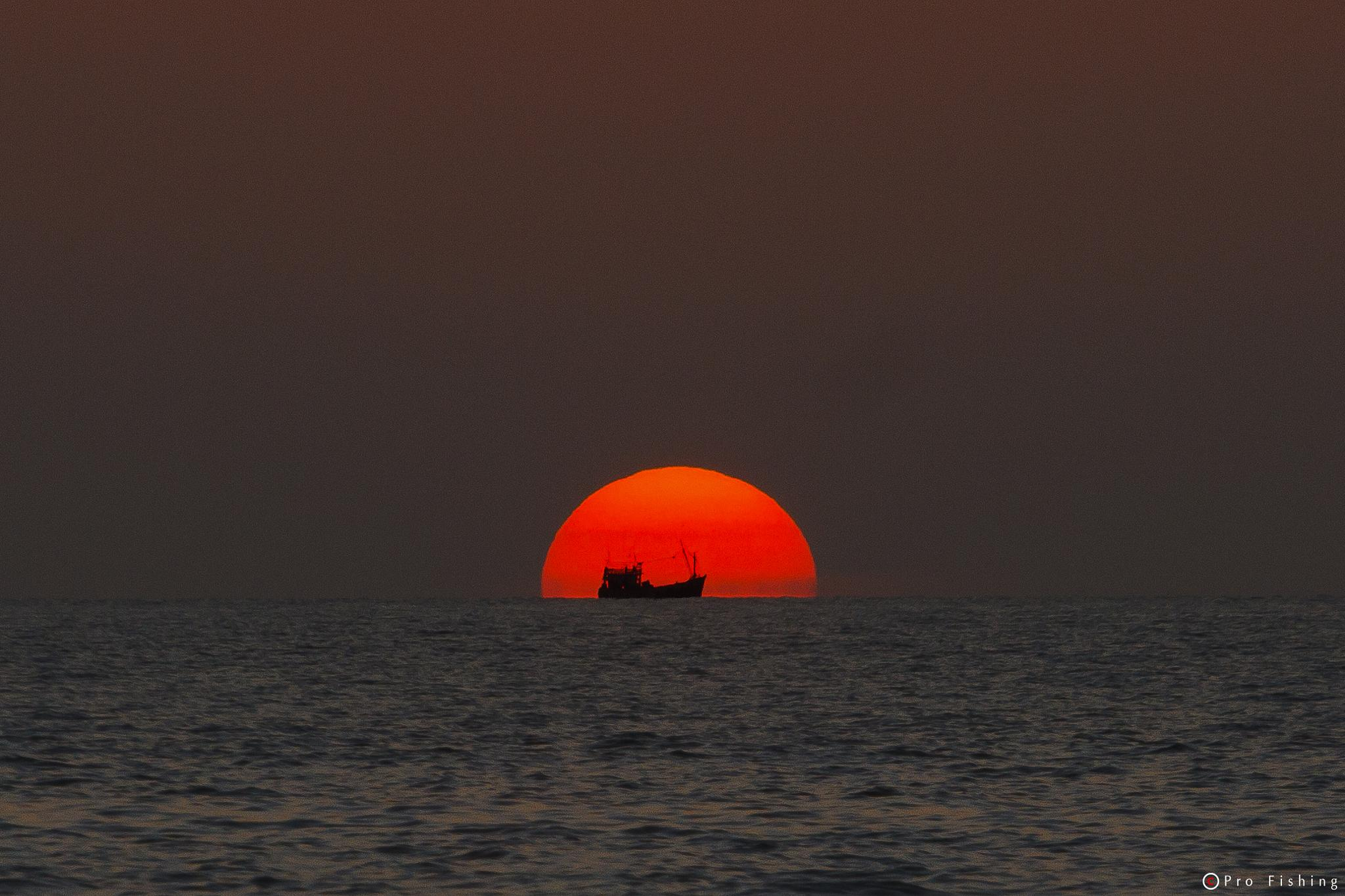 Sunset today by Pro Fishing Photographer