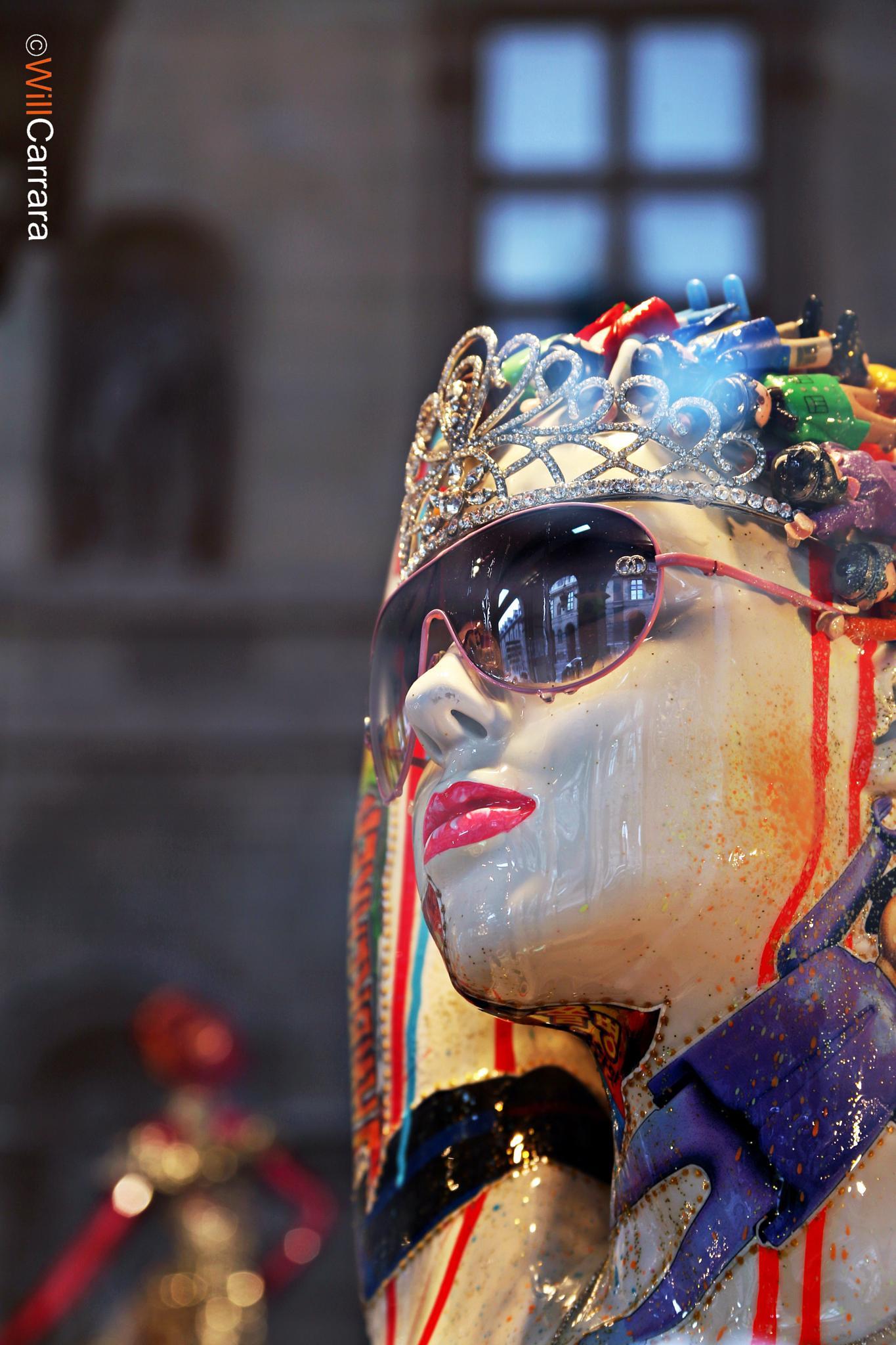 Vitrini Galeries Lafayette - Paris by Will Carrara Photographer