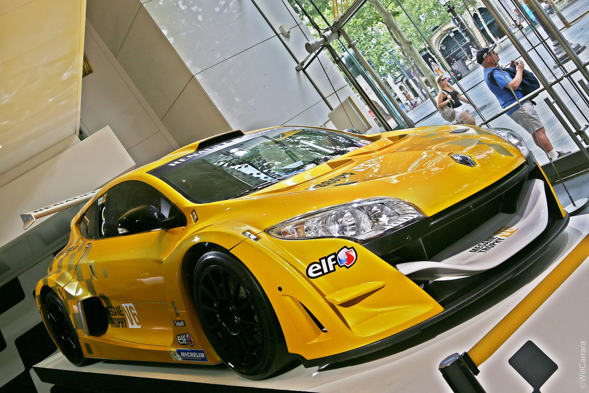 Car Renault Sport - Paris/France by Will Carrara Photographer