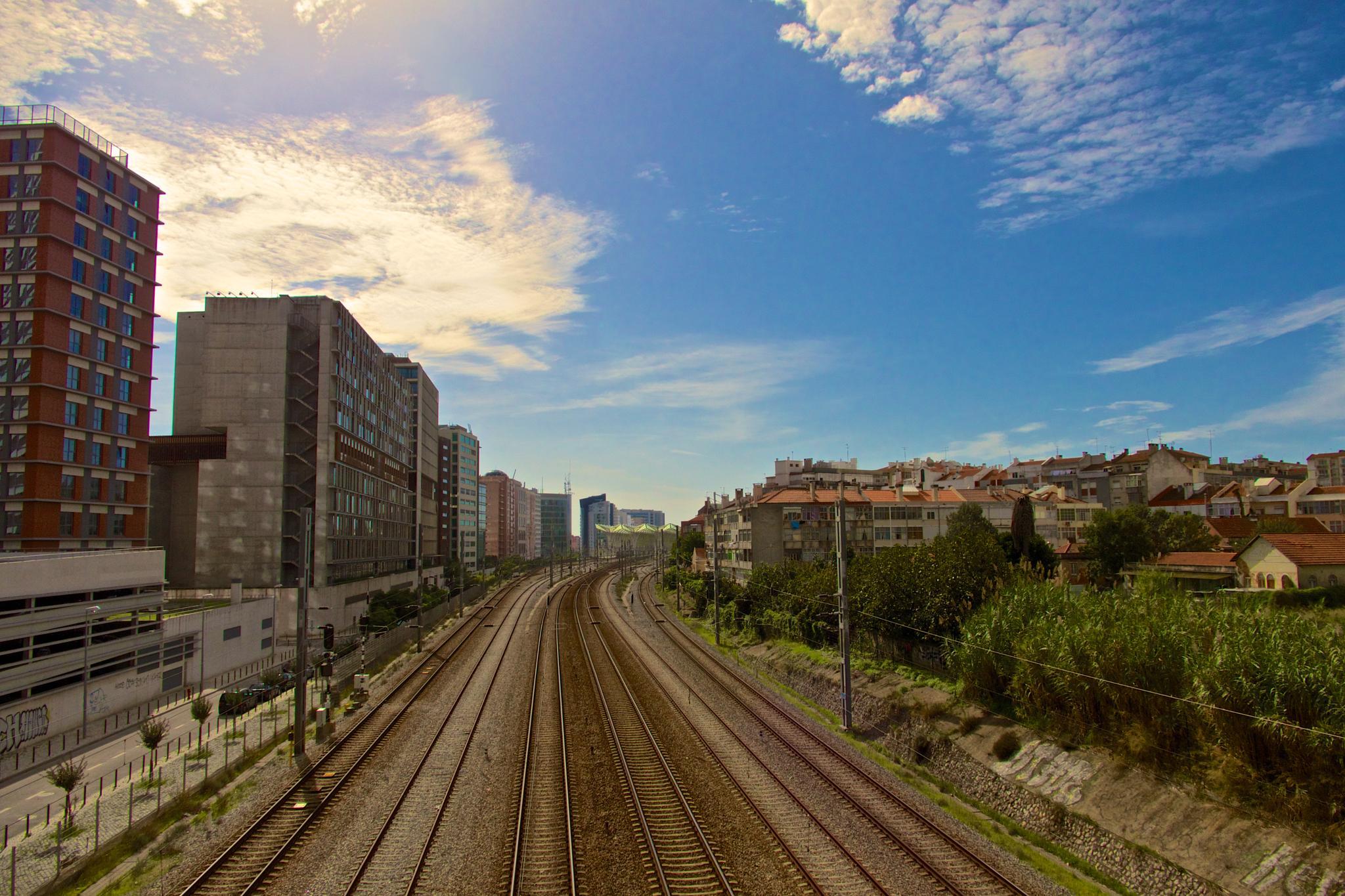 Lisboa - Parque das nações linha férrea by Vitor Mesquita