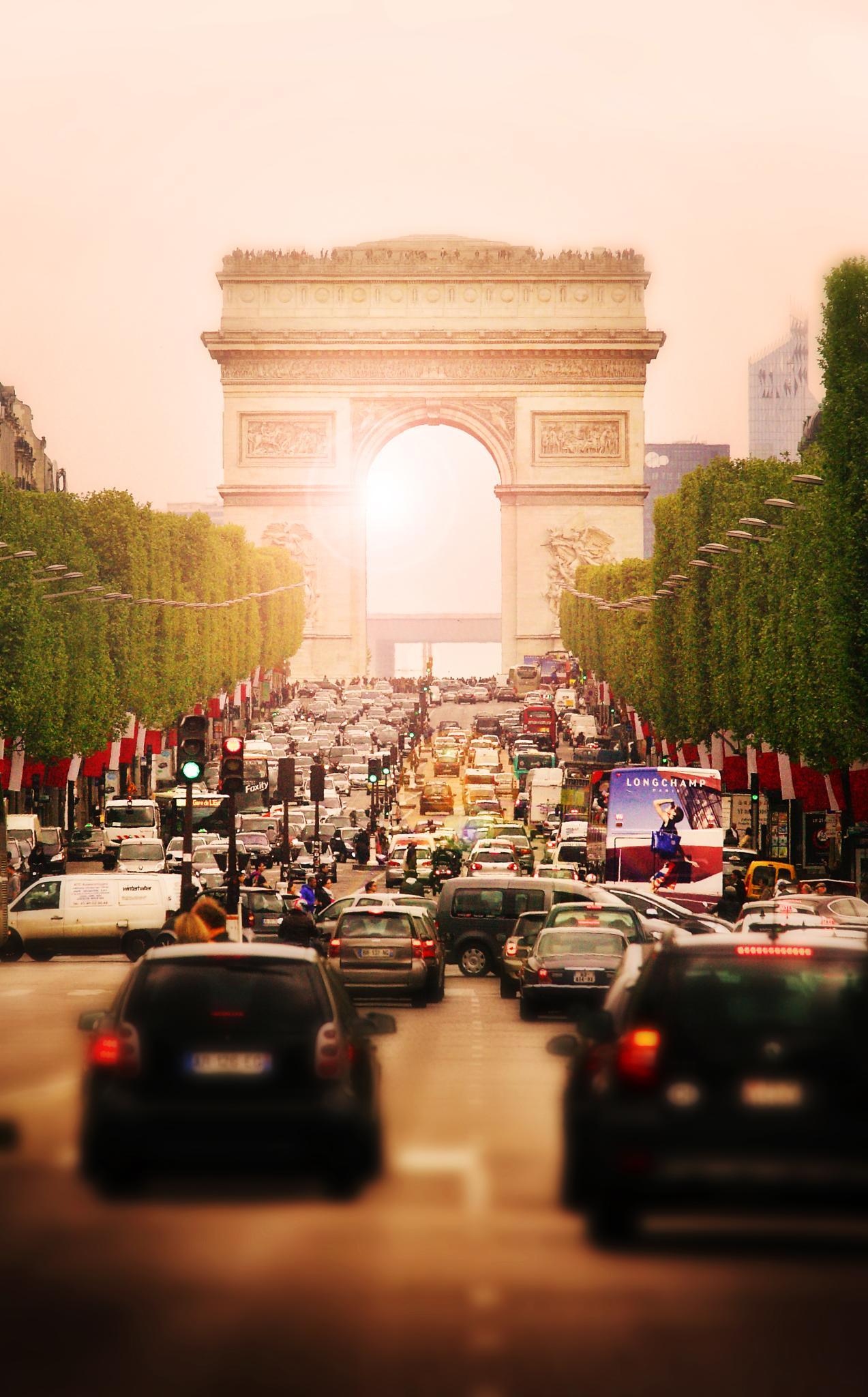 Arc De Triomphe by Sebastian Helmke