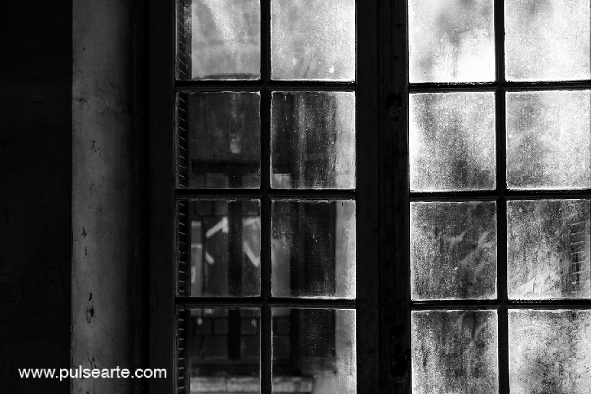 Photo in Black and White #bnw #cidadematarazzo #window