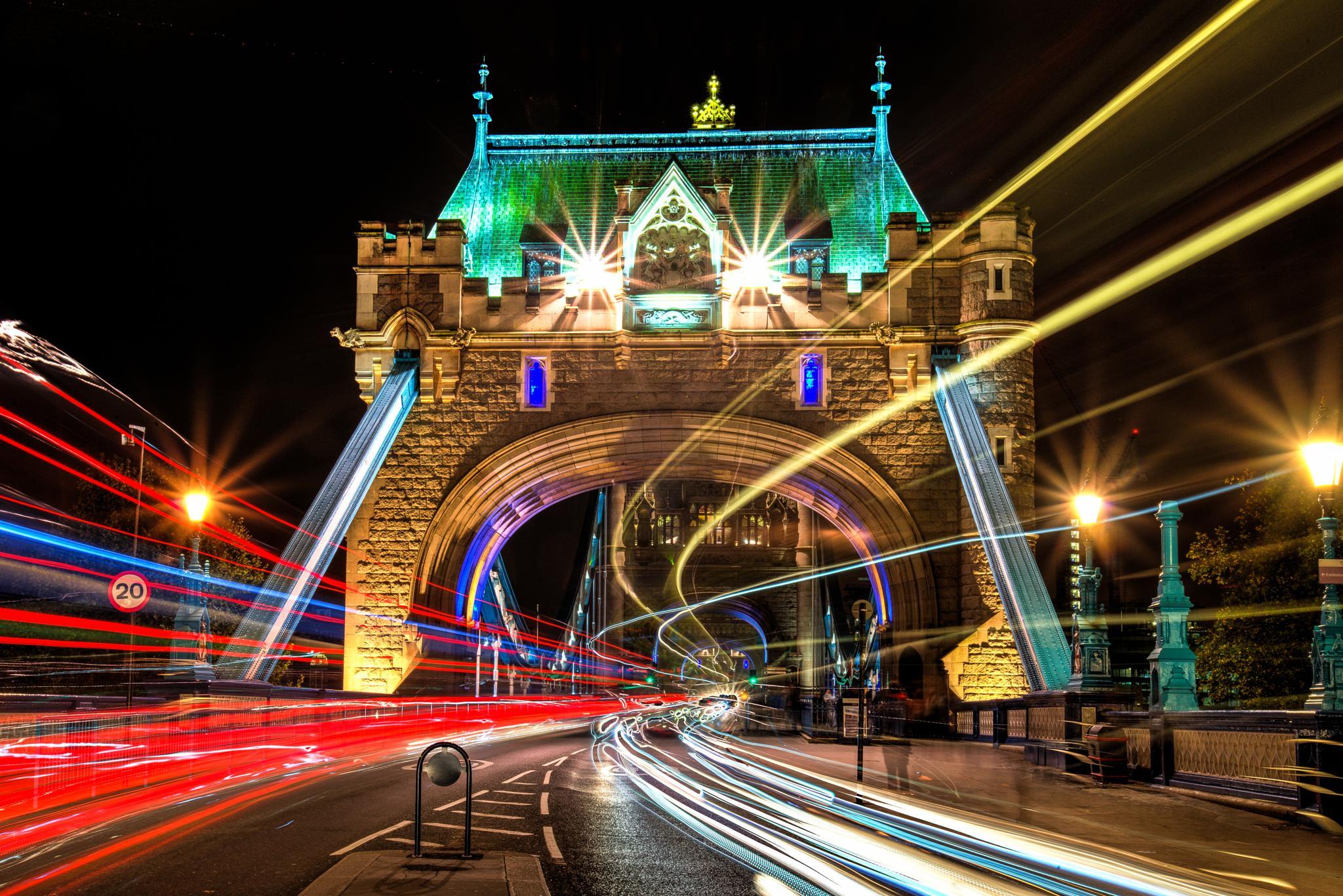 Tower Bridge by Lukas Proszowski