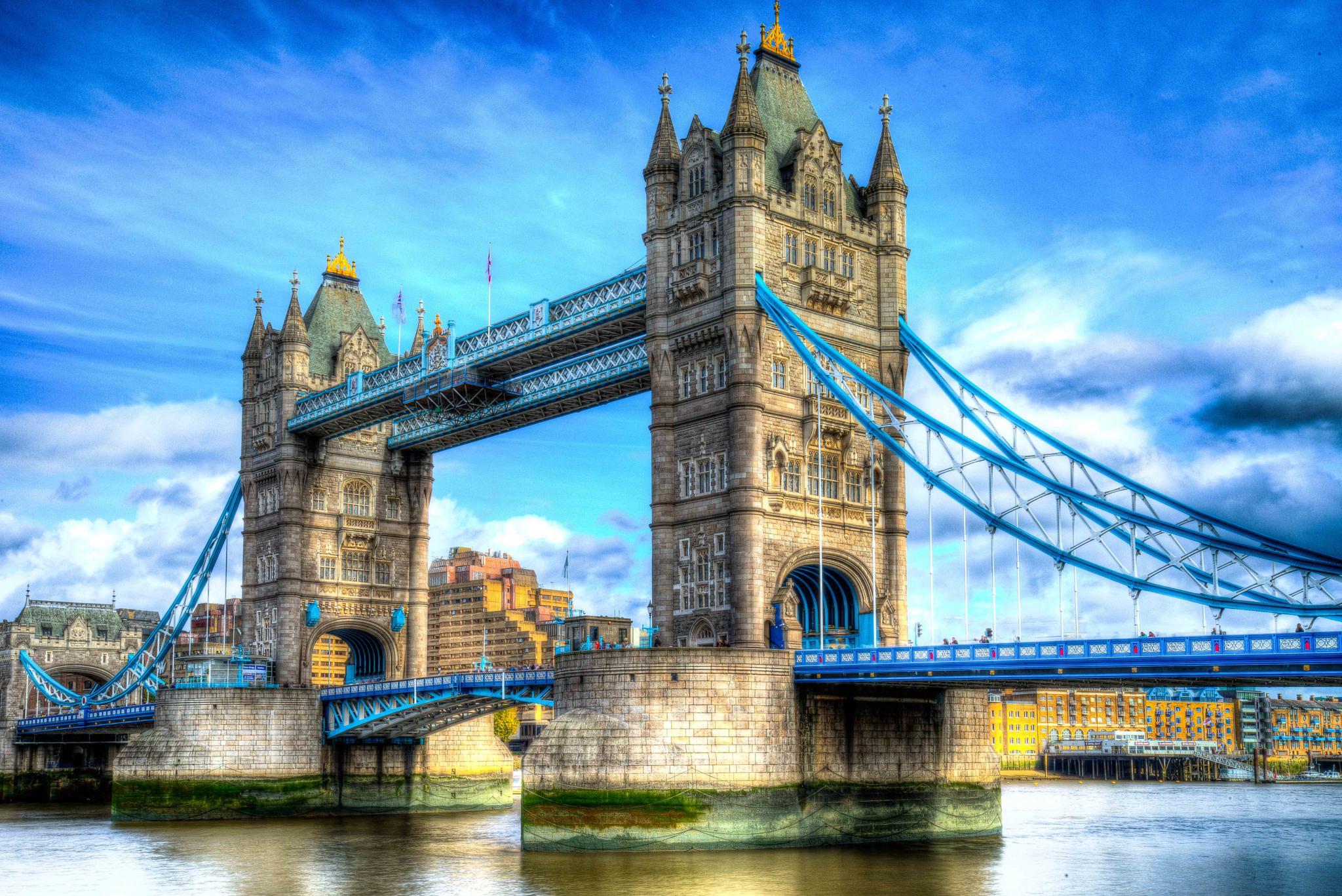London - Tower Bridge by Lukas Proszowski