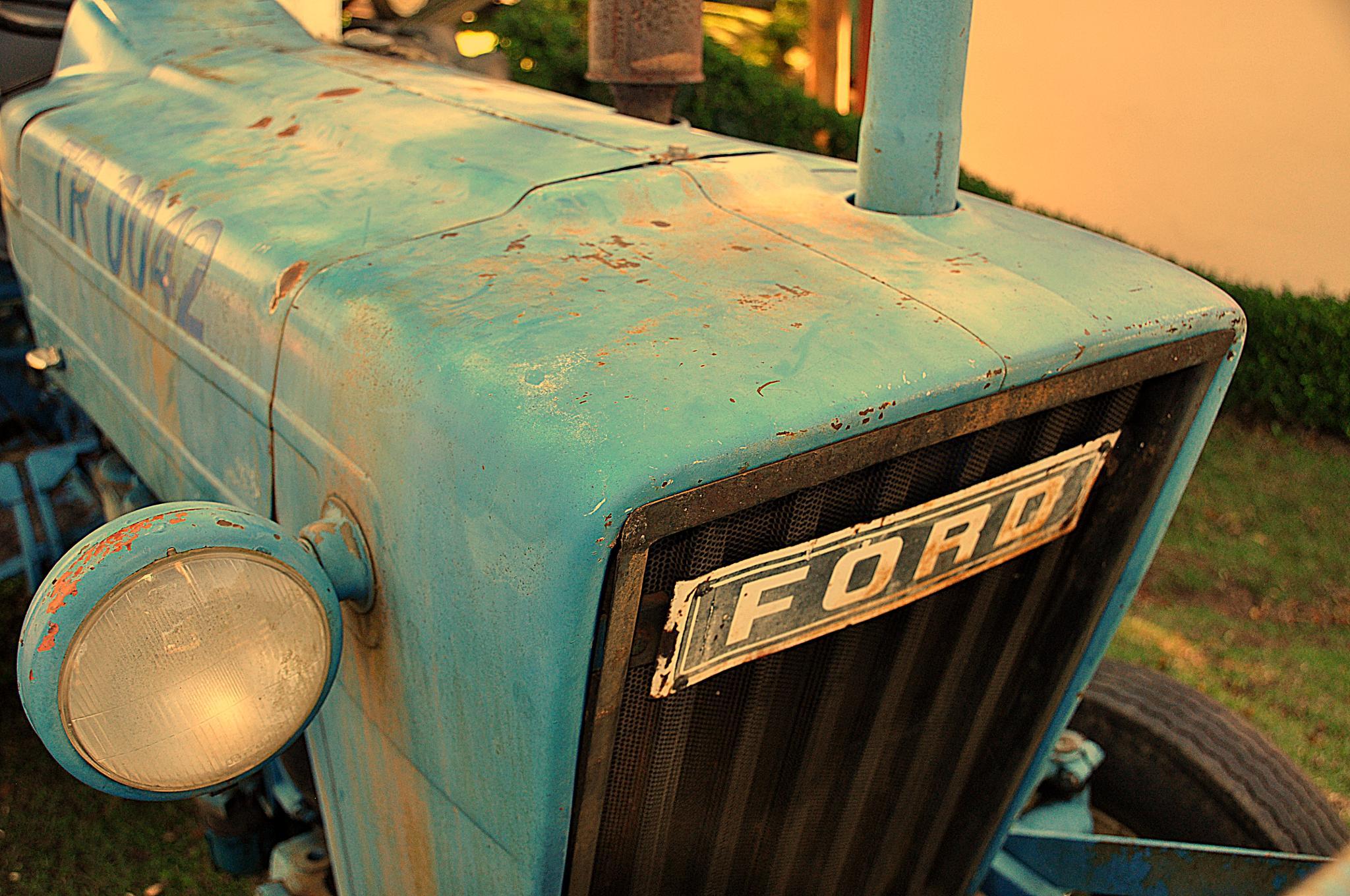 Tractor Ford by Alex Zau