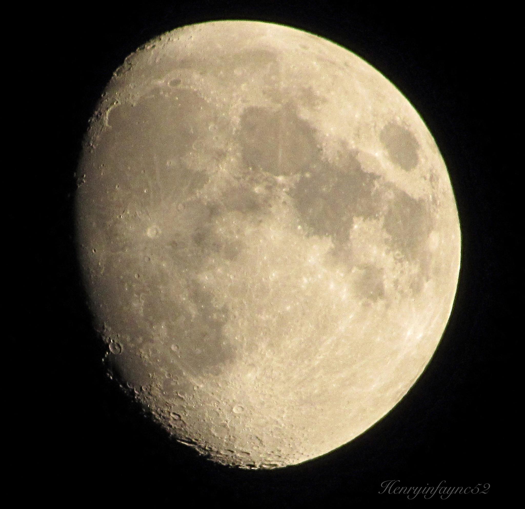 Waxing Gibbous Moon by henrymonette