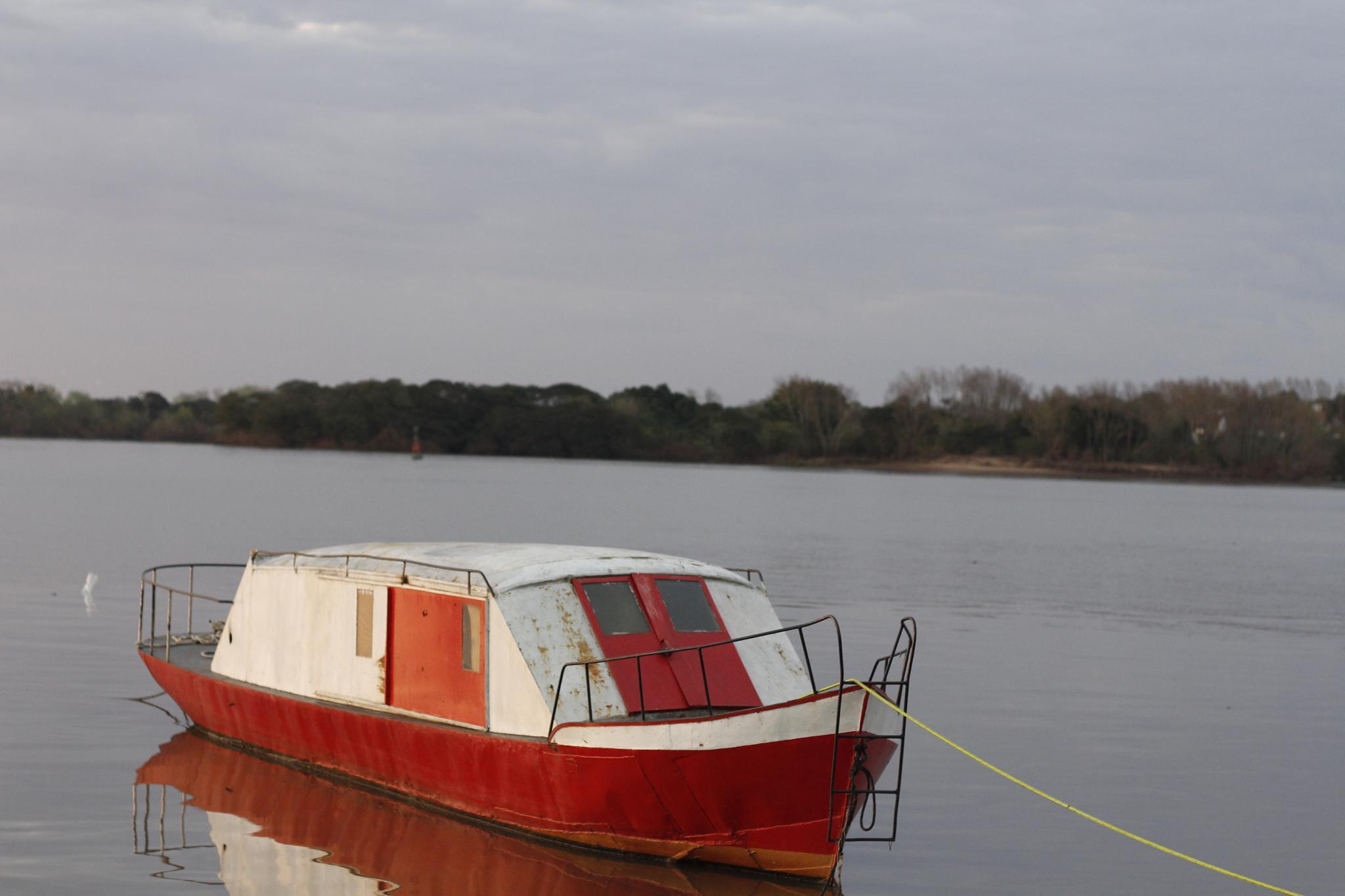 Red boat by edielson.rocha.94