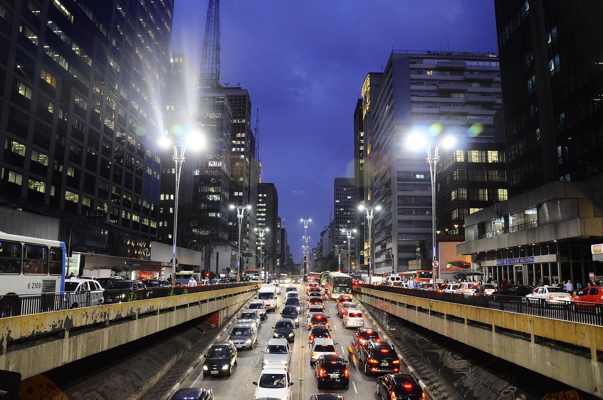 Vias Interditadas - Avenida Paulista, São Paulo-SP, Outubro, 2011. by Marcos Palhano