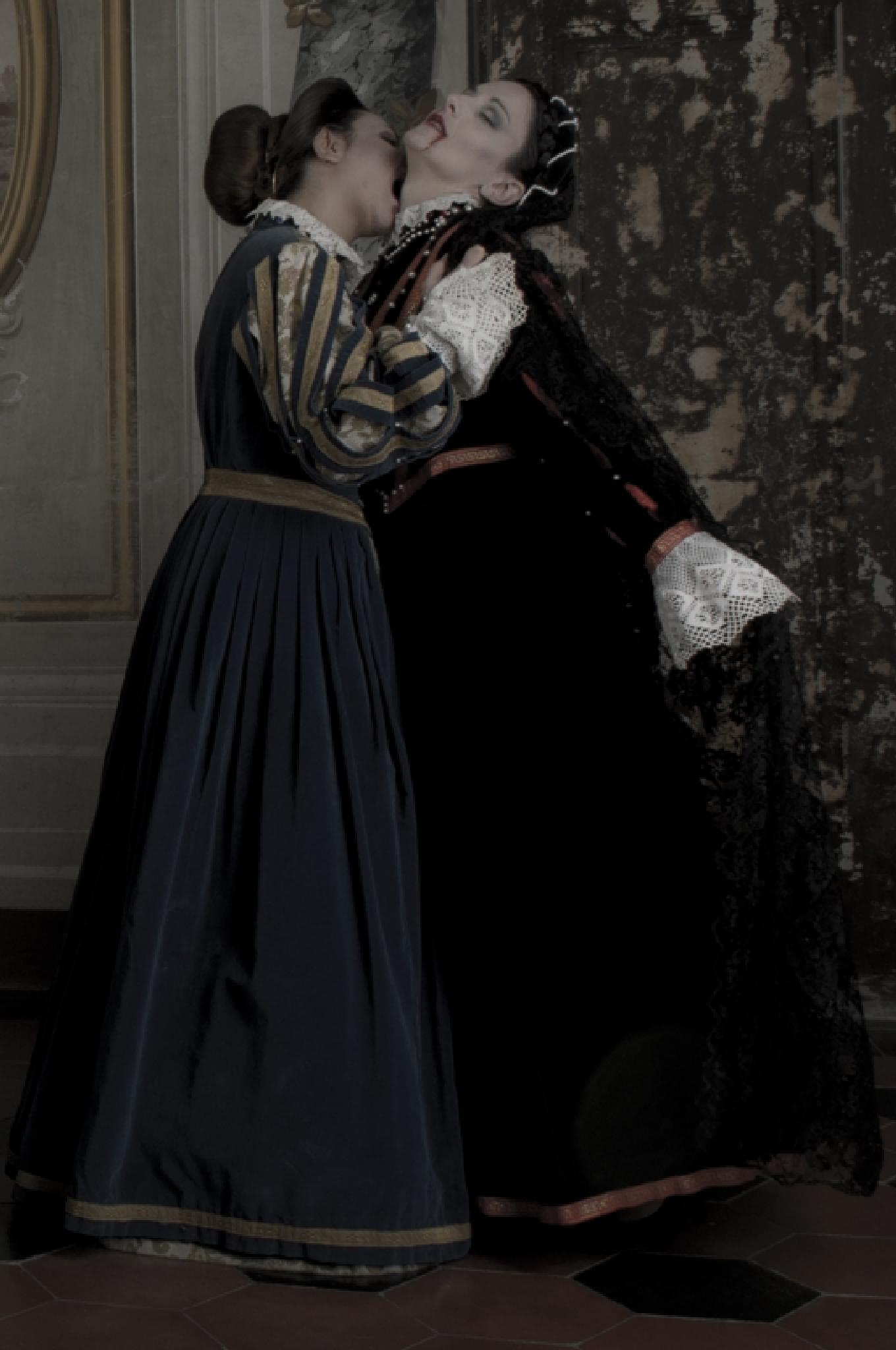 vampire girl by Renato Giustini photographer Passion