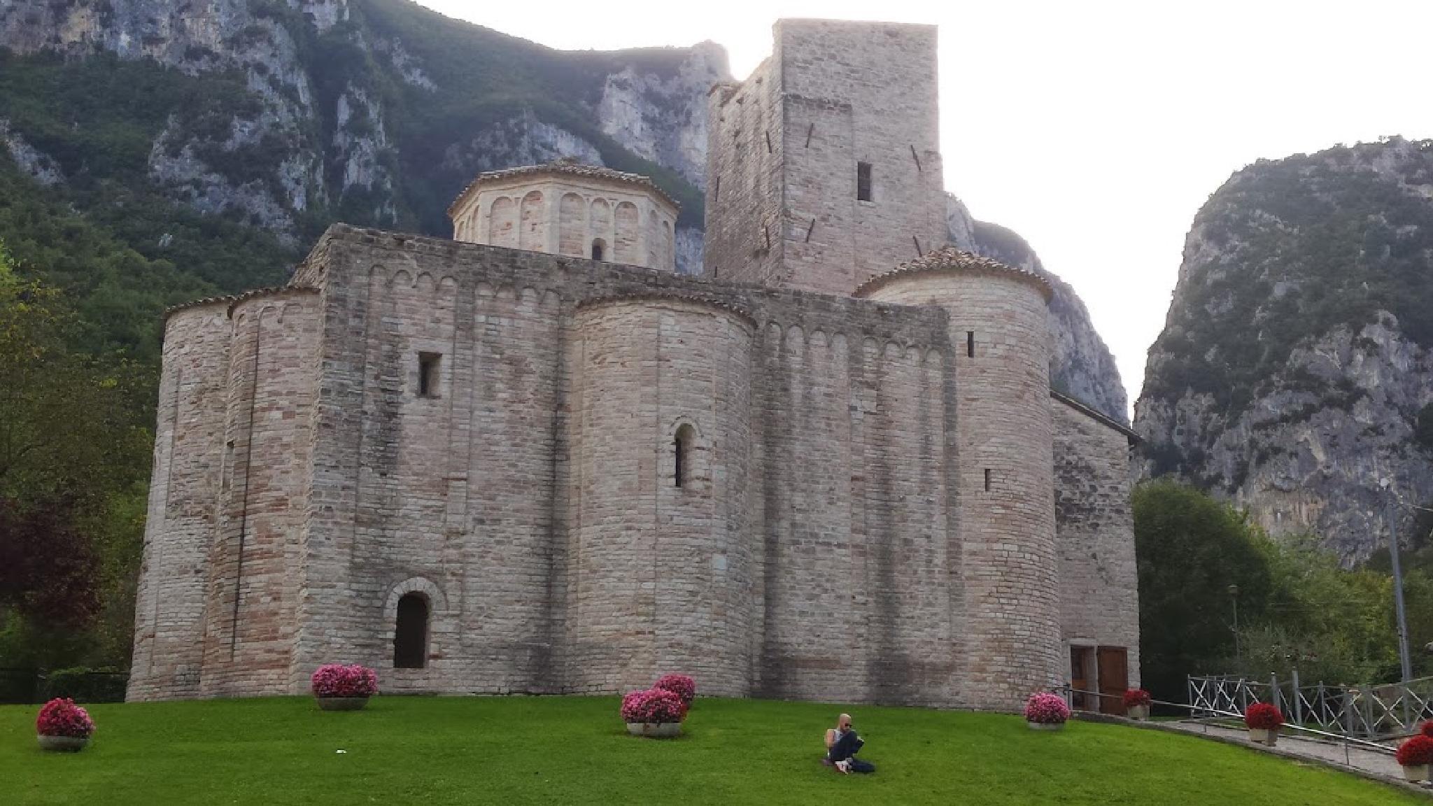 Abbazia San Vittore delle Chiuse by mauro.casoni.9