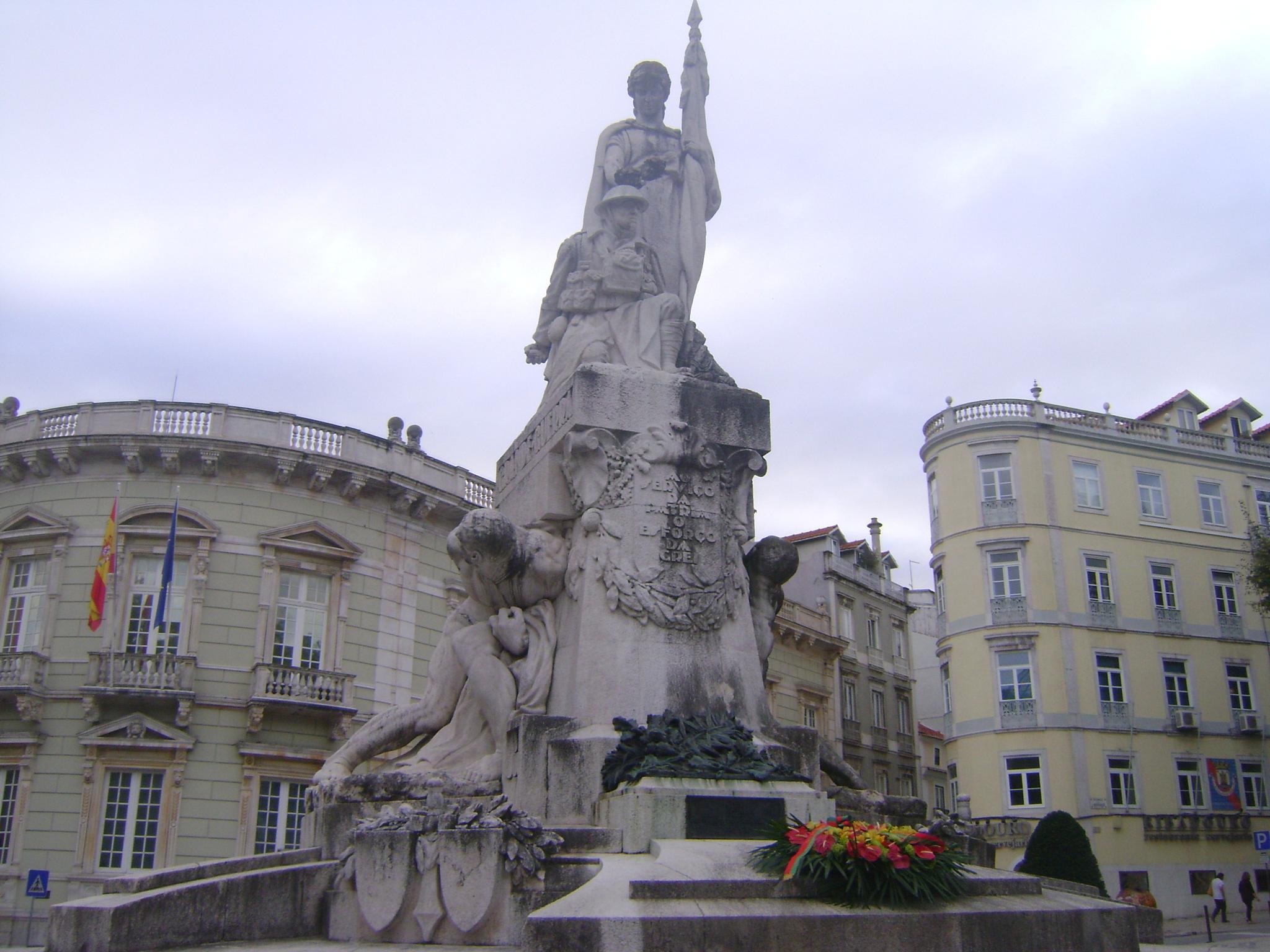 Lisboa by Lucyana Moreira