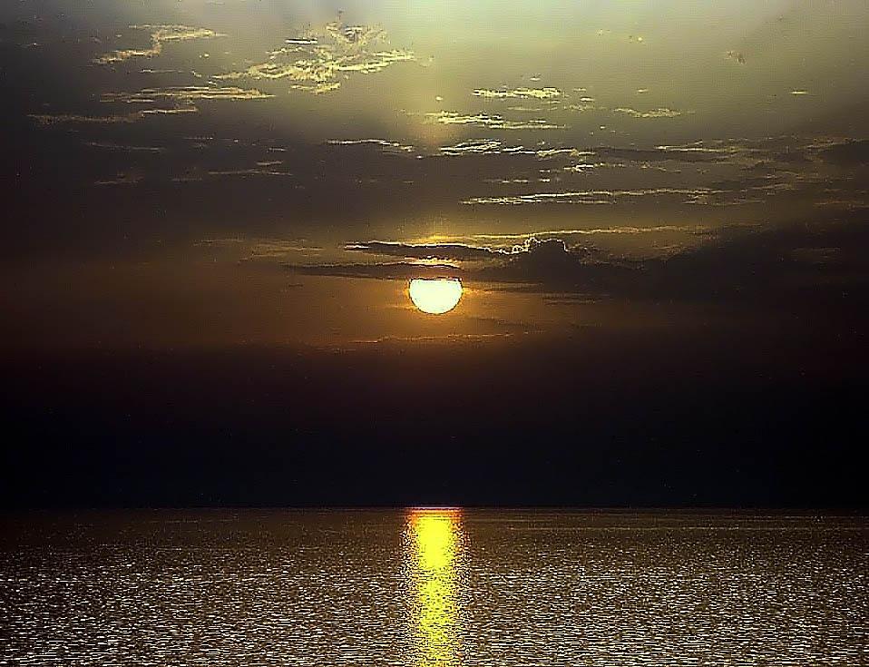 Golden horizon by sreten nakićenović
