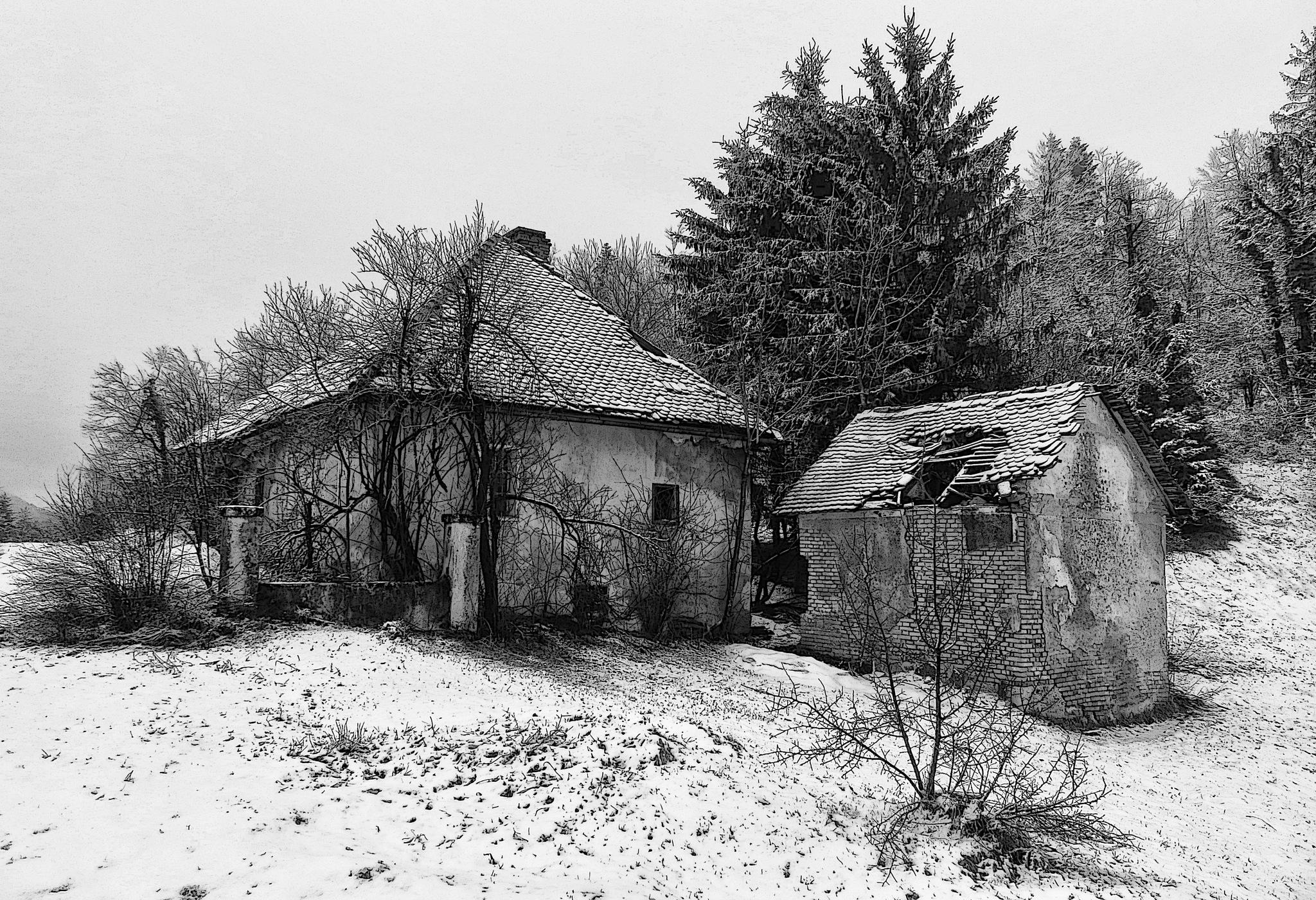 Napuštene seoske kuće by sreten nakićenović