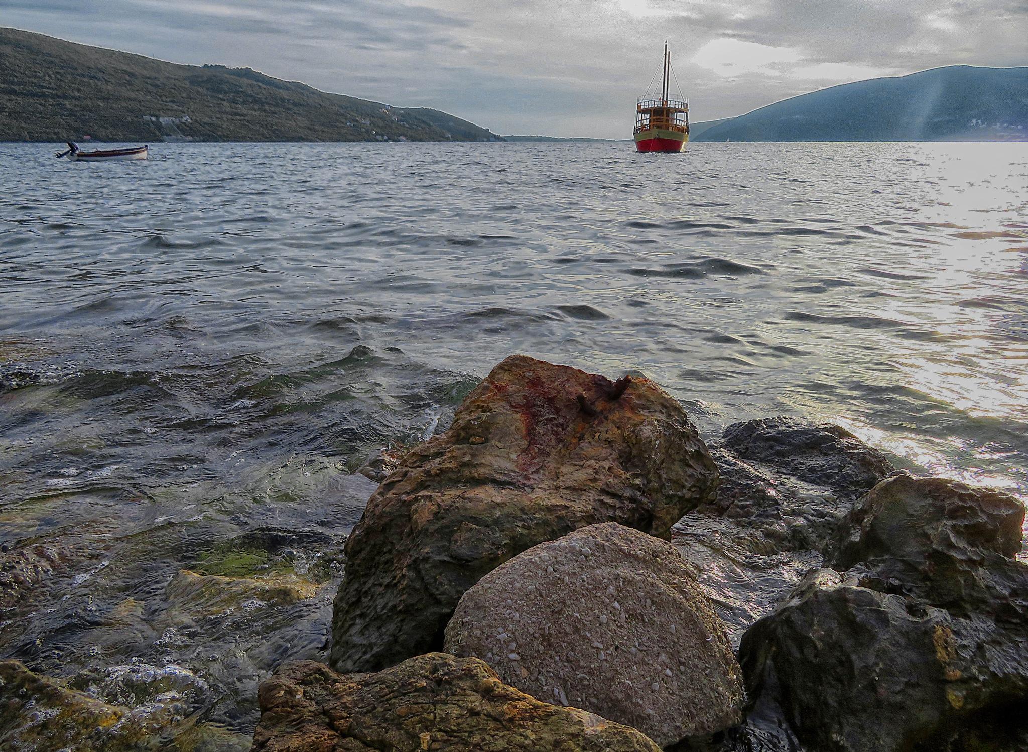 The stones and the sea by sreten nakićenović