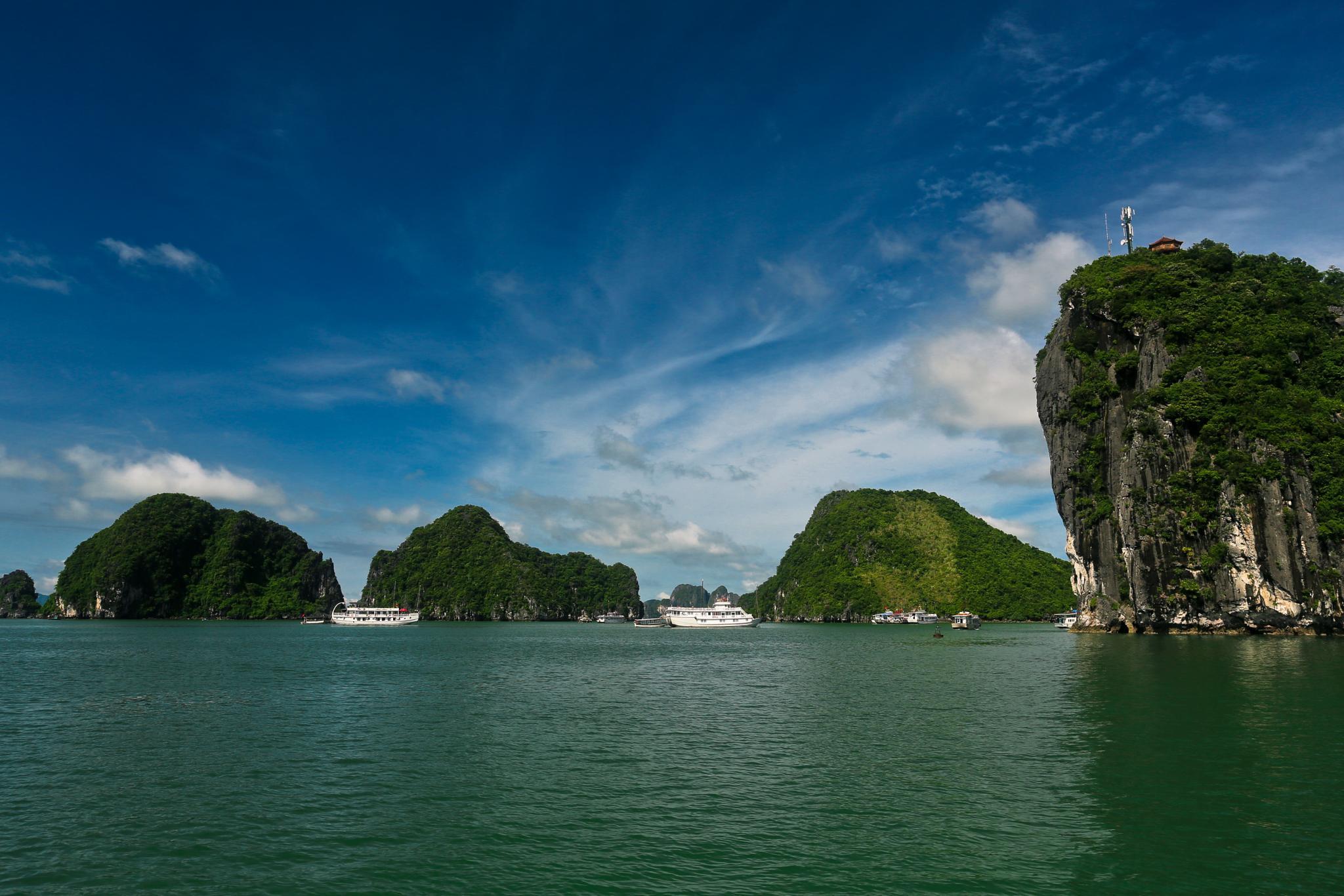 Ha Long Bay by Burhanuddin