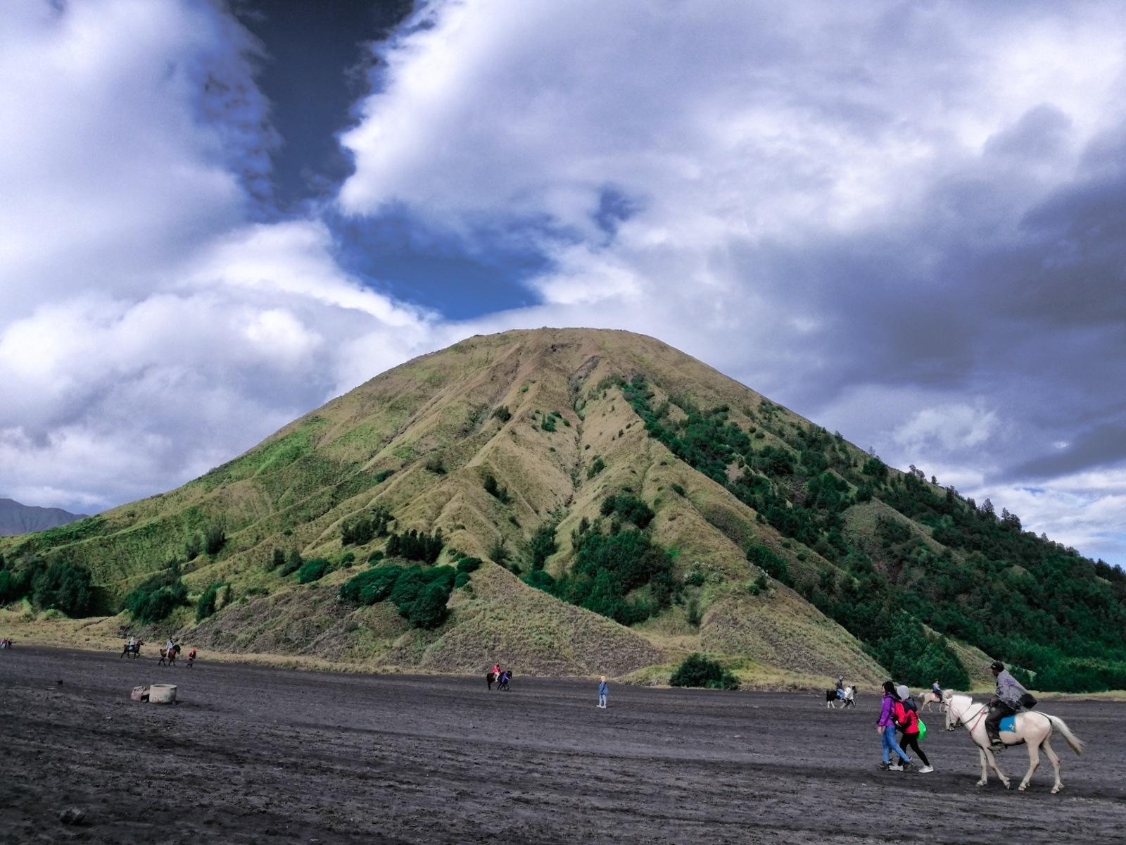 Mount Batuk by impreza